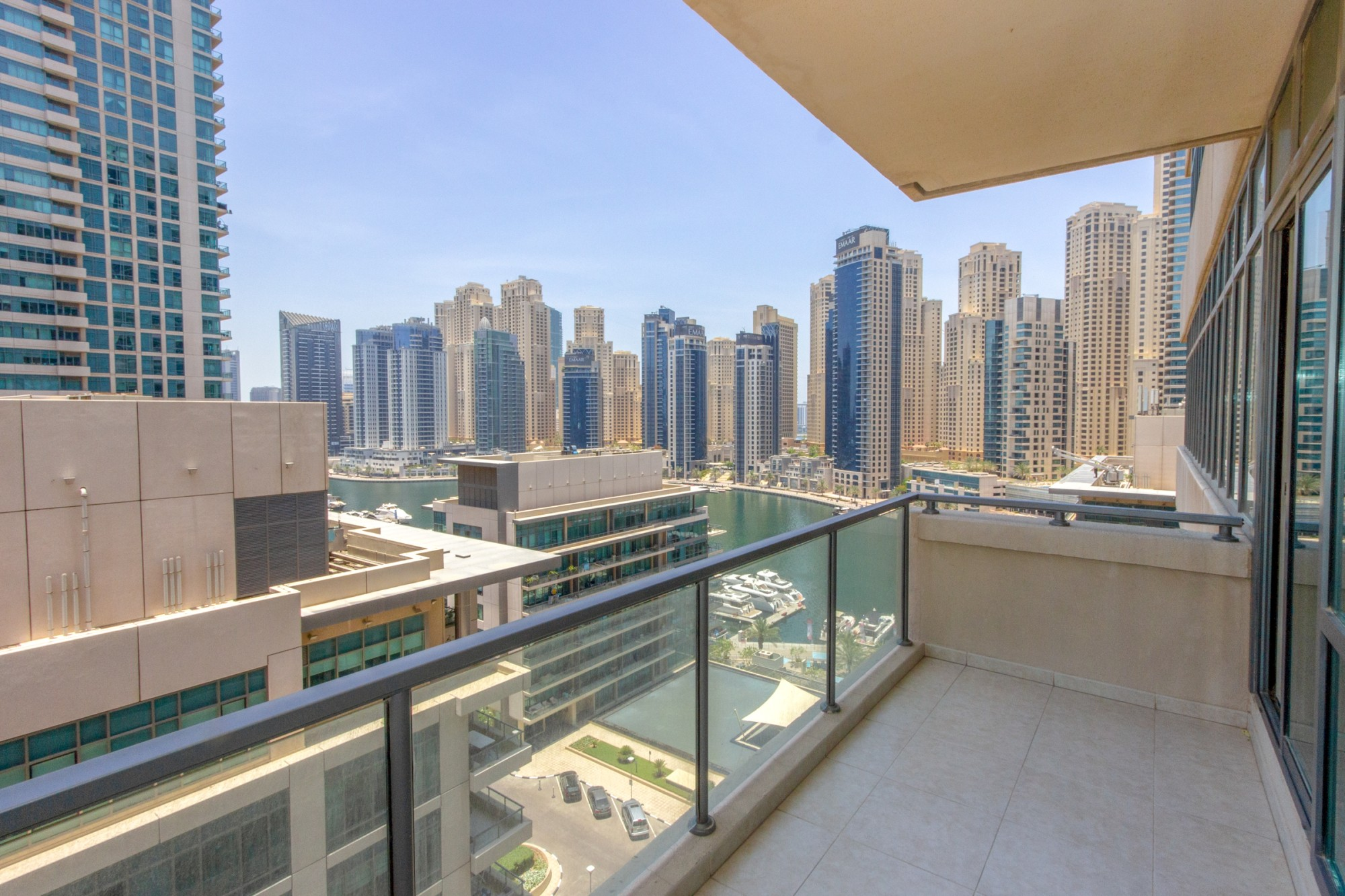 Bright 2 bed - Equipped Kitchen - Marina View