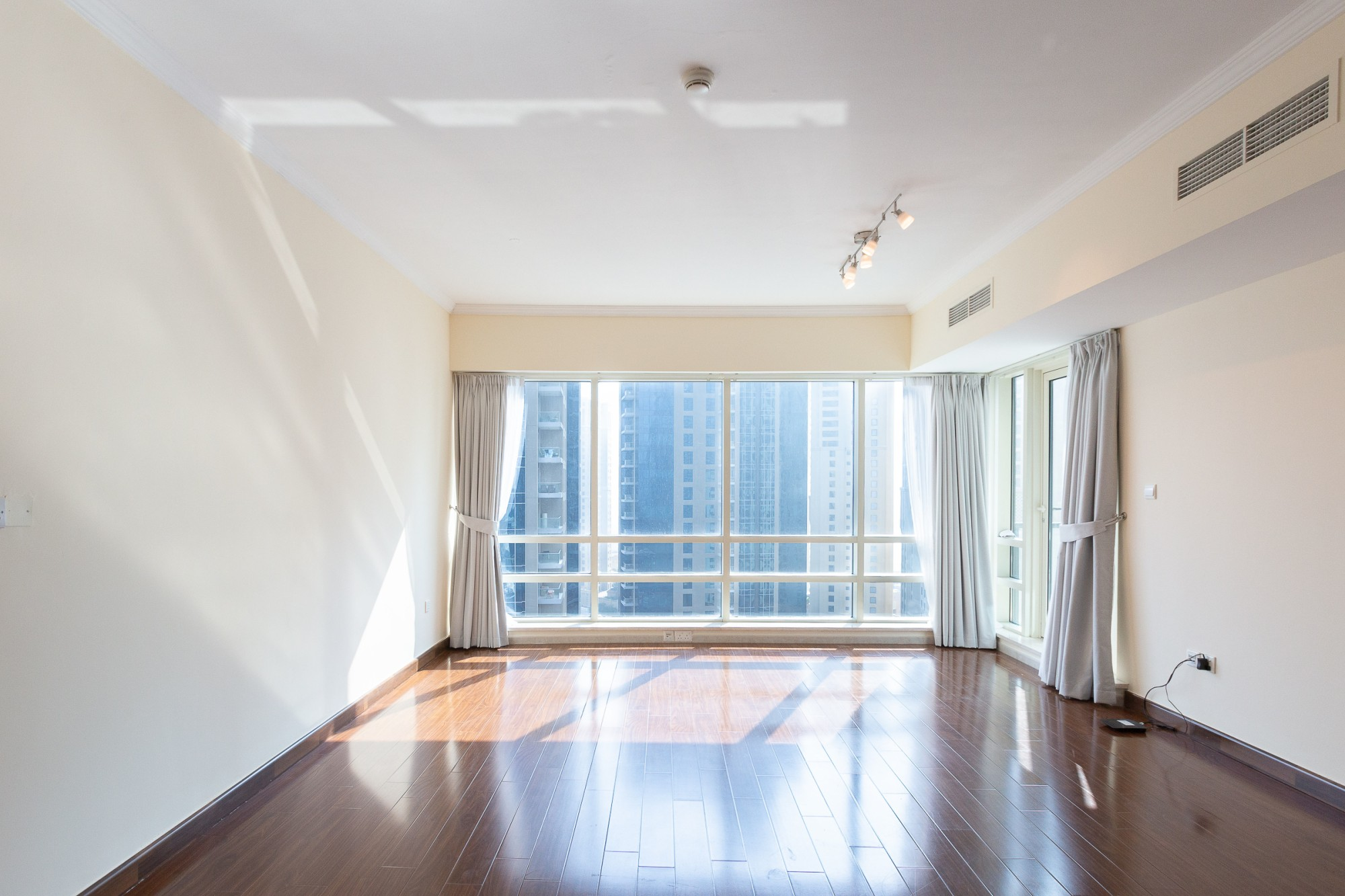 1 Bed   Marina View   Vacant On Transfer