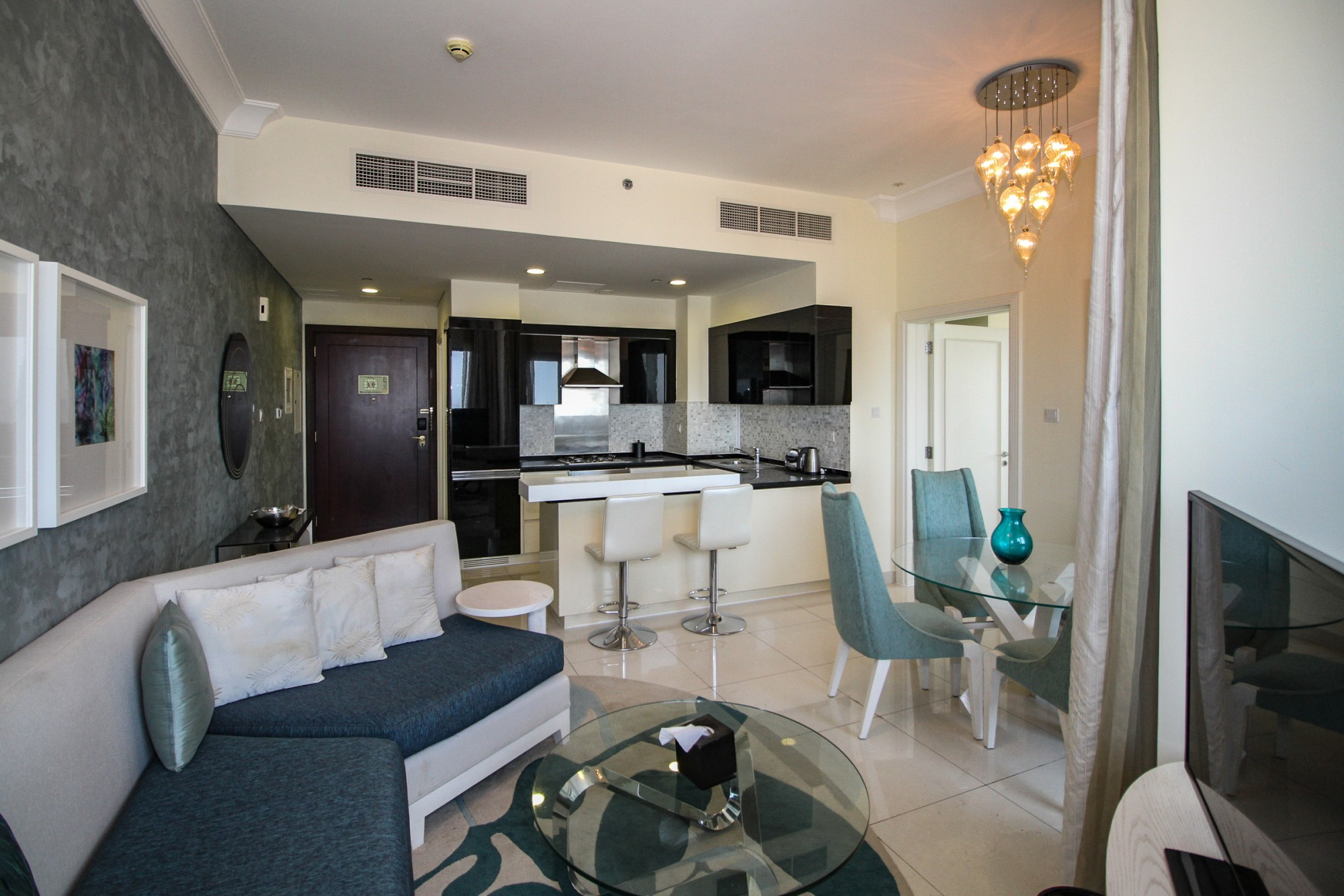Shaikh Zayed View | High floor | Exceptional Deal