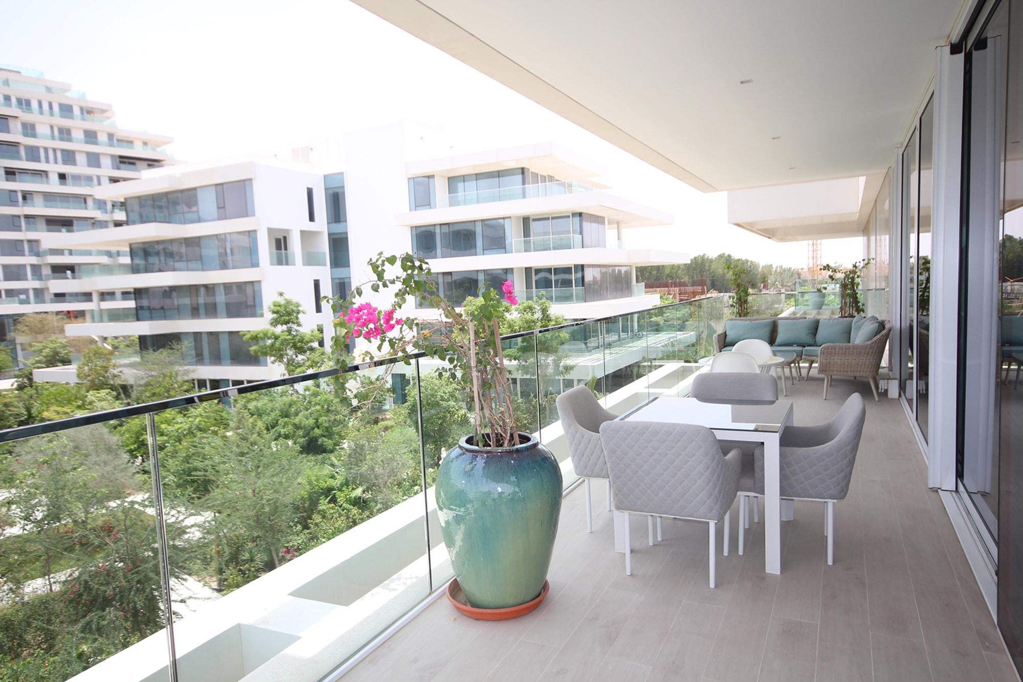 Stunning Luxury Apartment in tranquil Al Barari