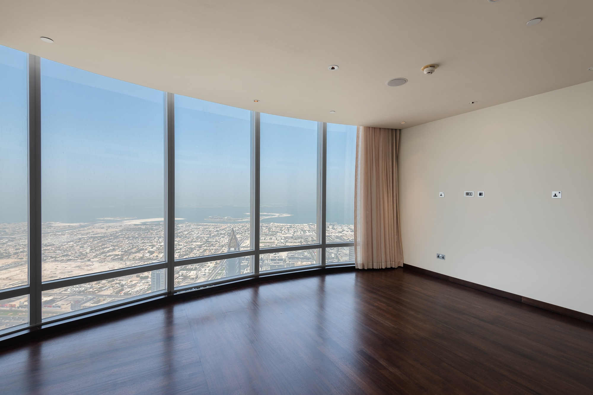 Luxury Penthouse | Euphoric Views | 100+ Floor