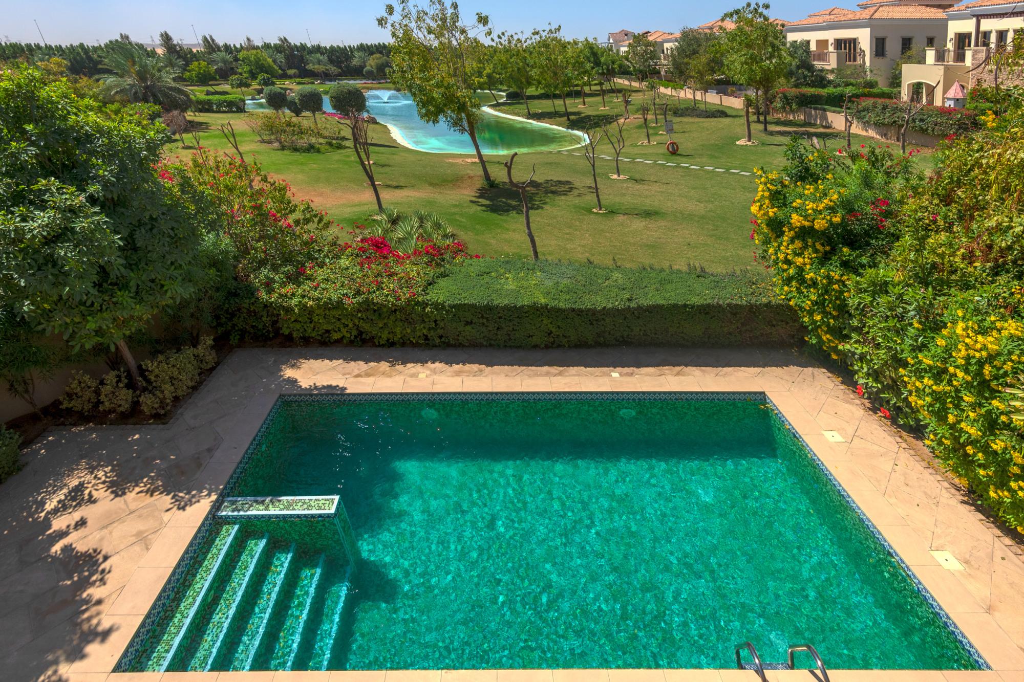 Vacant 5 Bedroom Valencia | Golf & Lake View