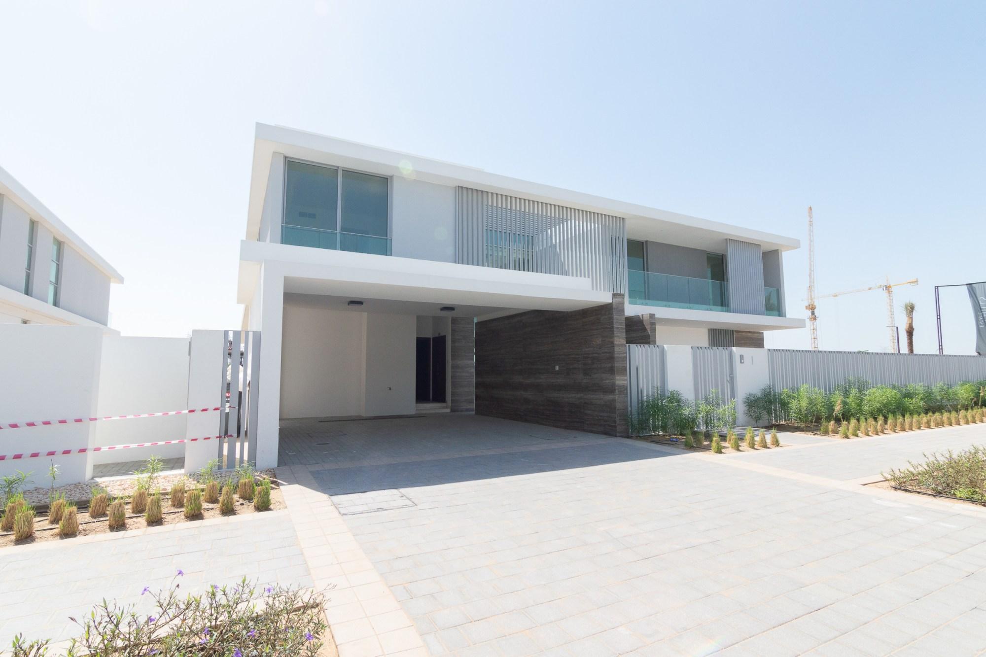 Stunning & Huge Modern Design | Corner Villa