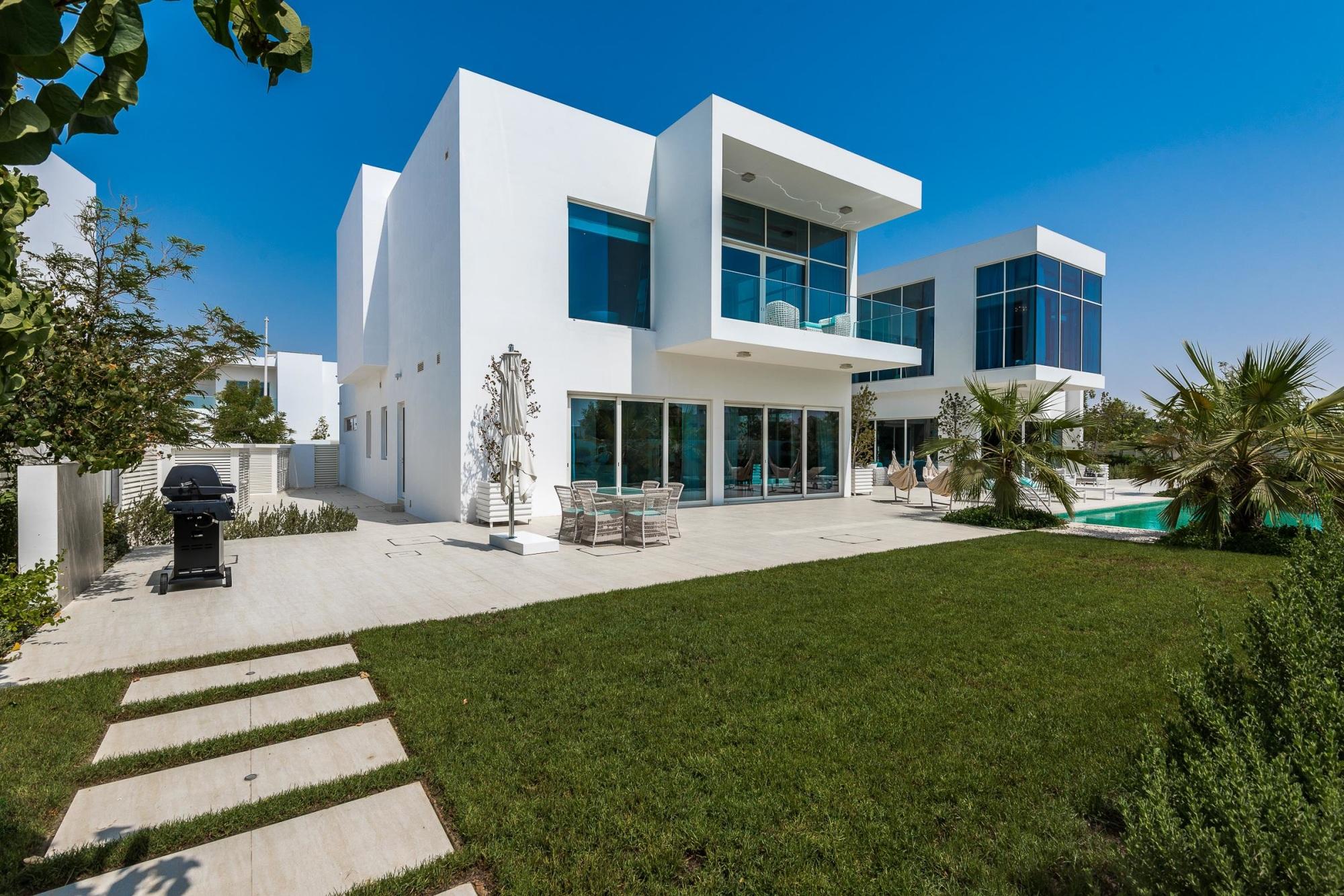 Unfurnished 4 Bedrooms Villa Al Barari