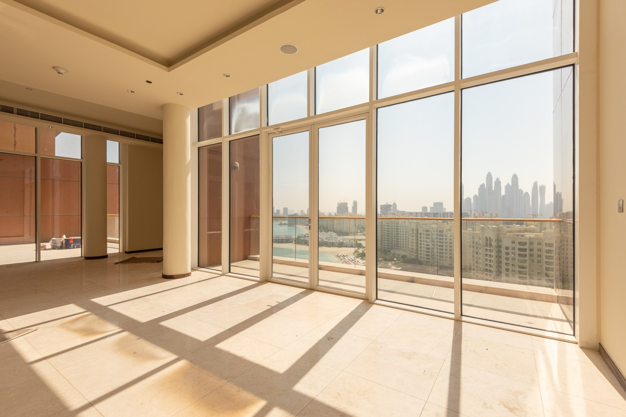 Stunning 4 Bedrooms Penthouse with Sea View
