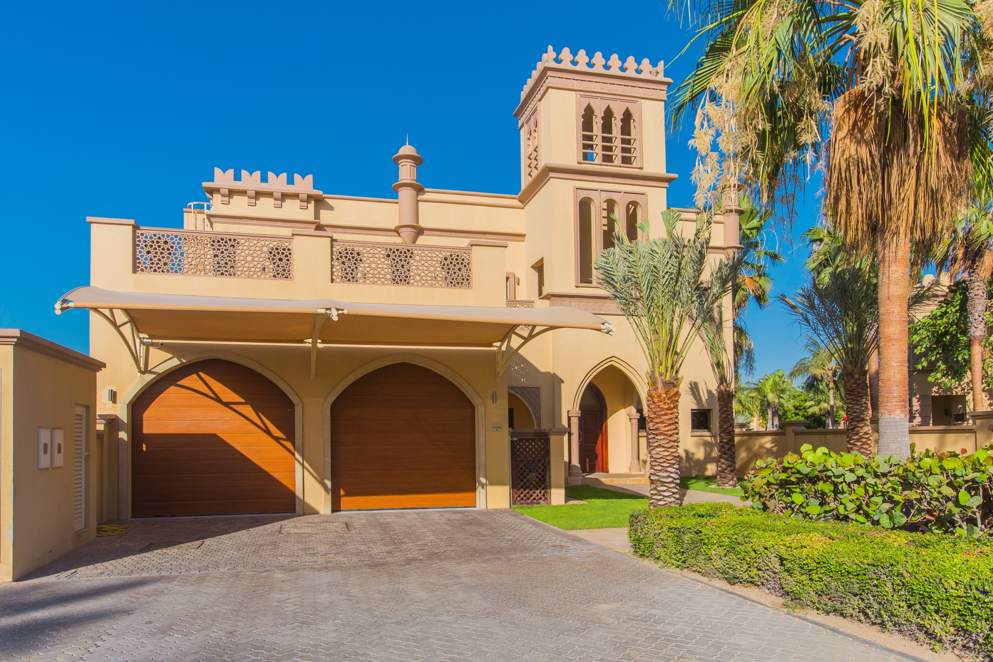 Beautiful Villa | Amazing Location |Priced to Sell