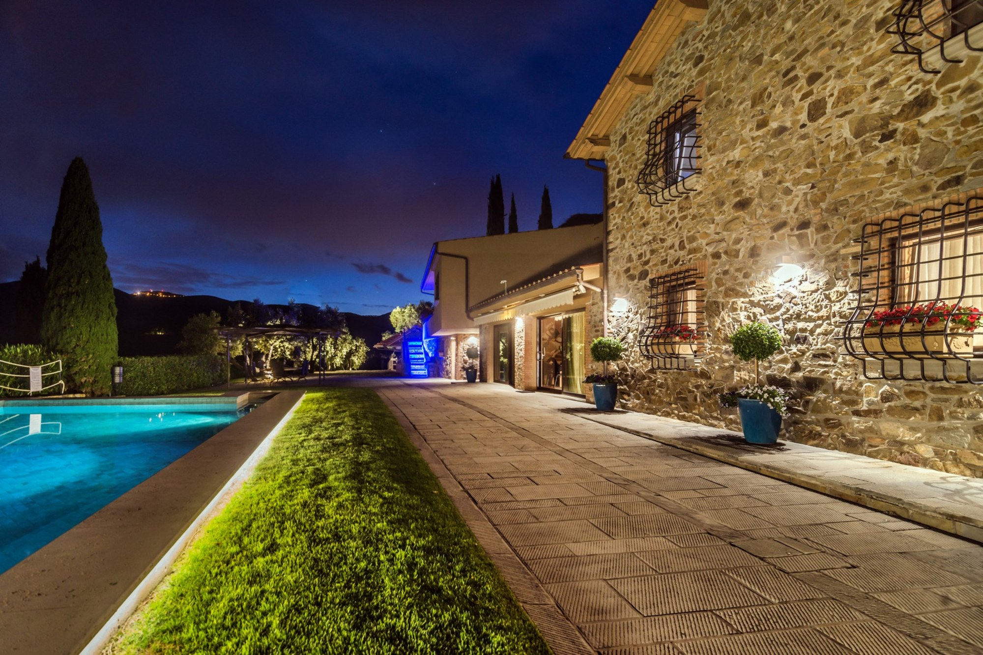 Inspiring tuscan estate with vineyards