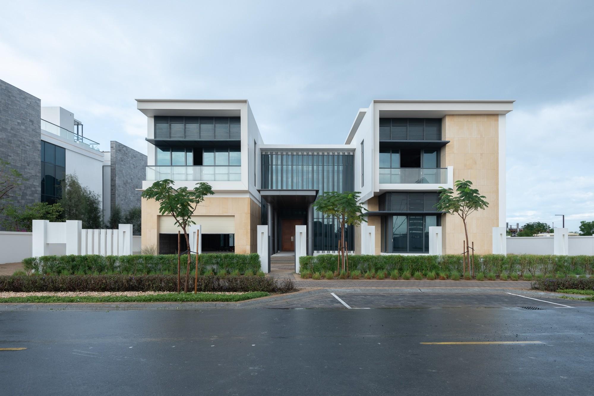 Contemporary Mansion | End Villa | Large Plot