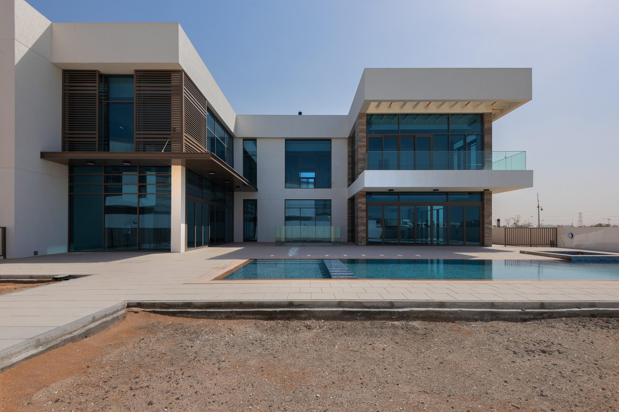 Contemporary Mansion Facing The Crystal Lagoon