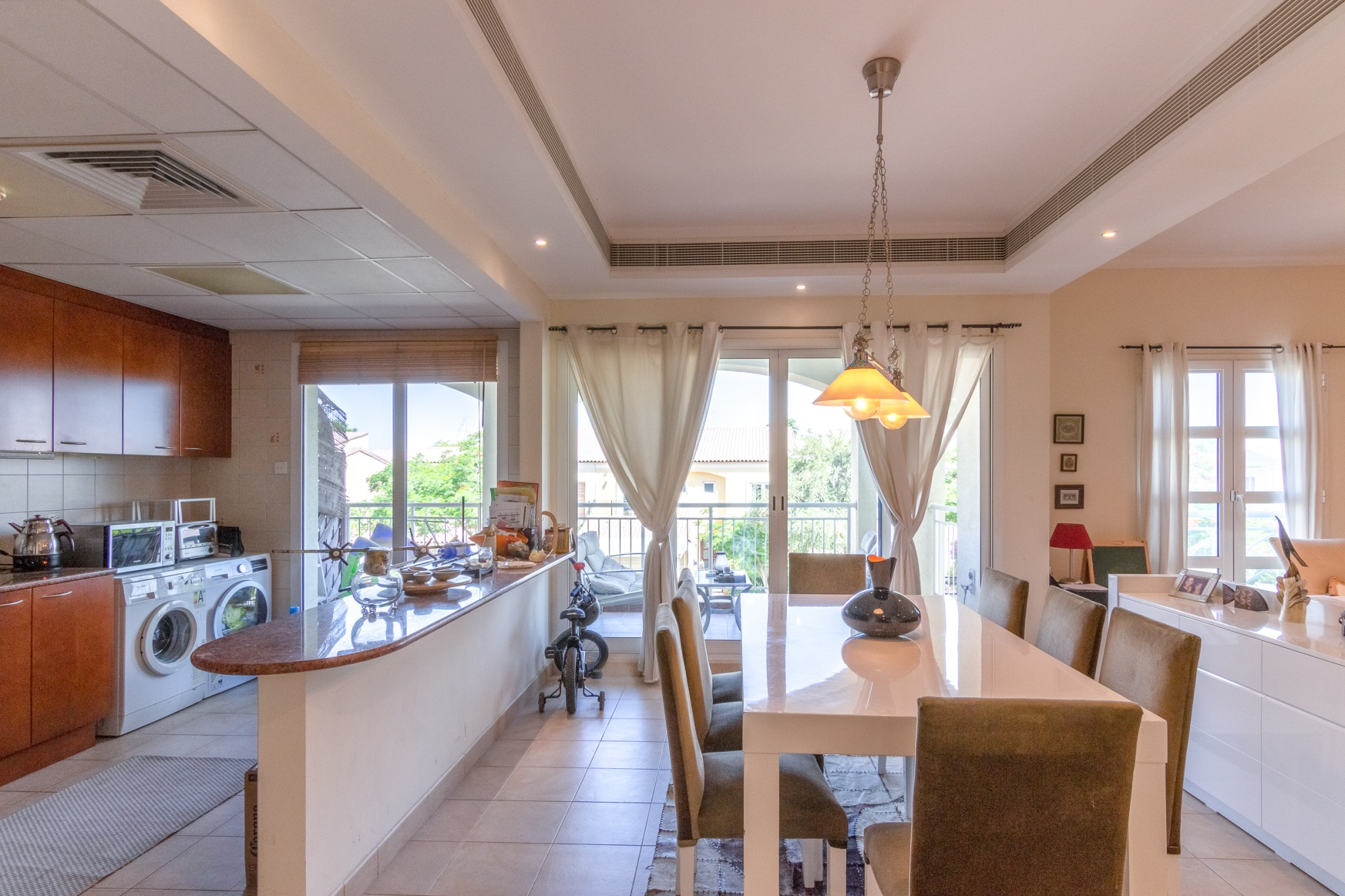 Spacious 2 bedroom Elegant and Private