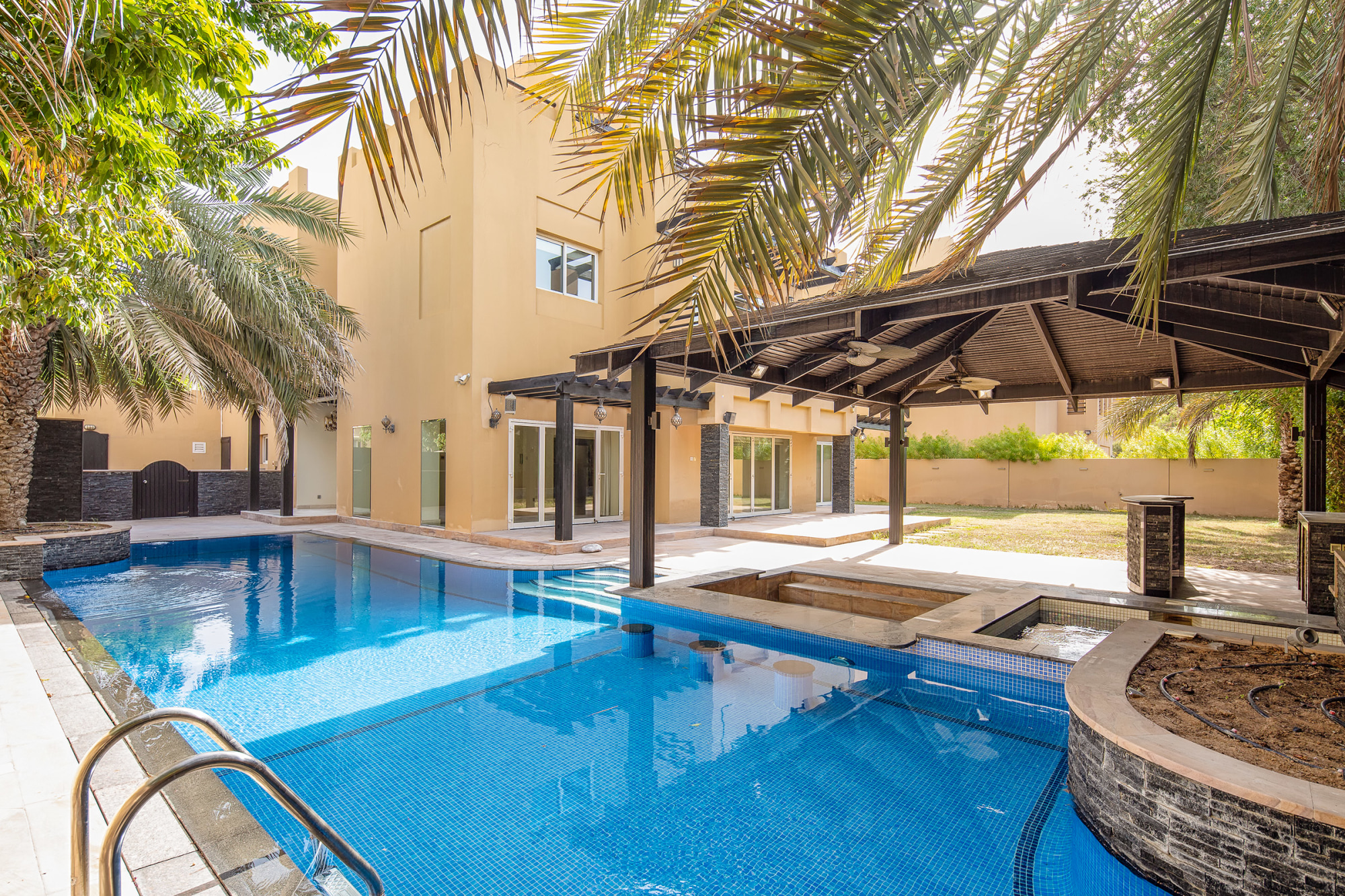 Upgraded 5 Bed Villa with Stunning Pool