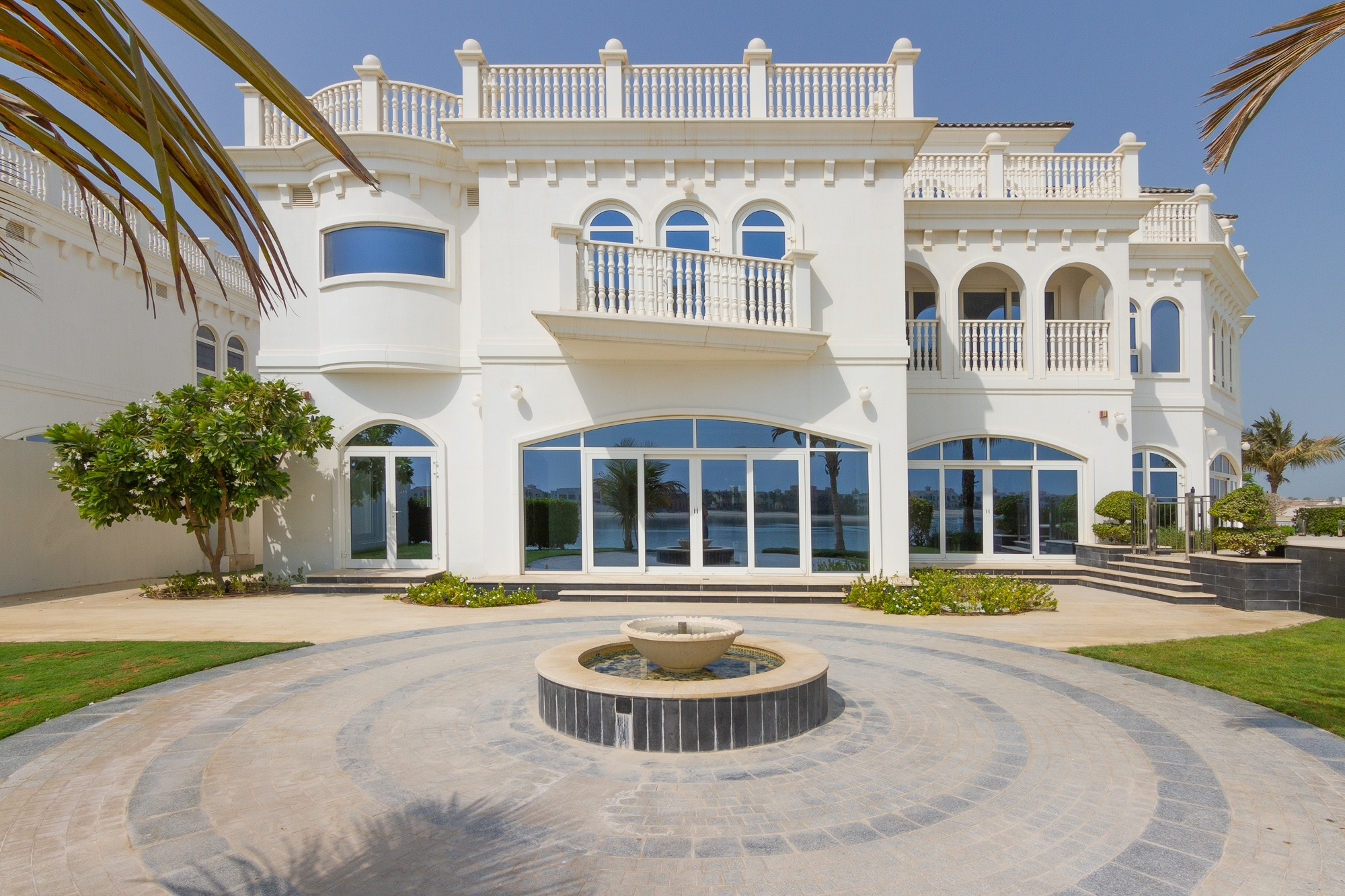 1 of 4 Classic Luxury Tip Villa on Palm Jumeirah