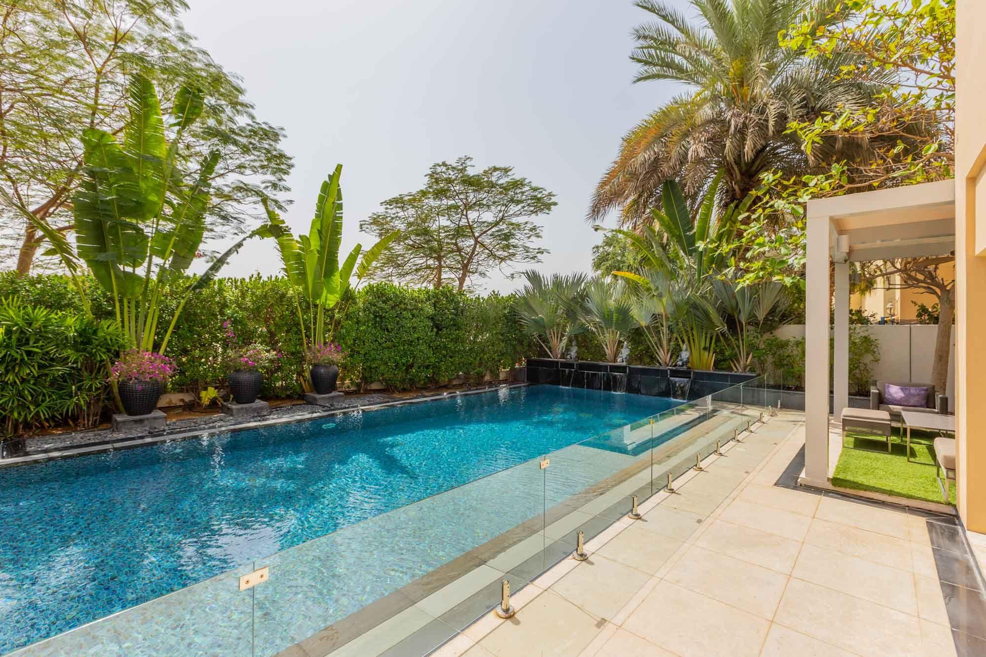Stylish Villa on the lake with pool and cinema
