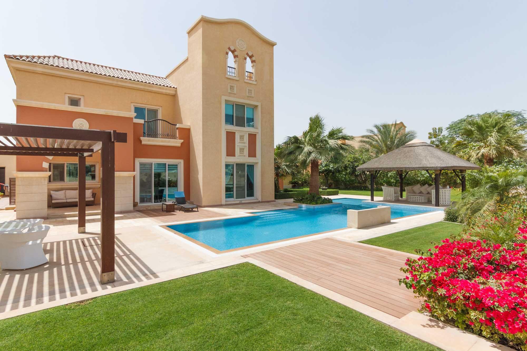 Lush contemporary garden 6 bed Villa