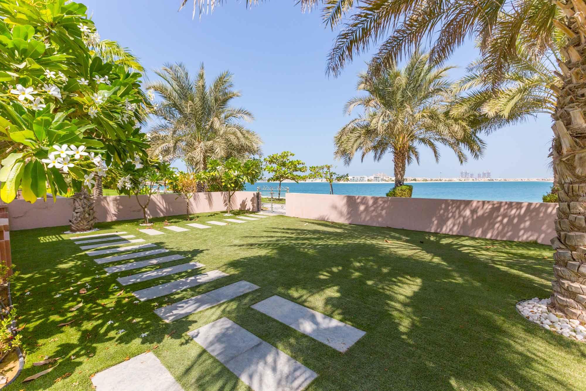 Luxurious Villa in Grandeur Residences