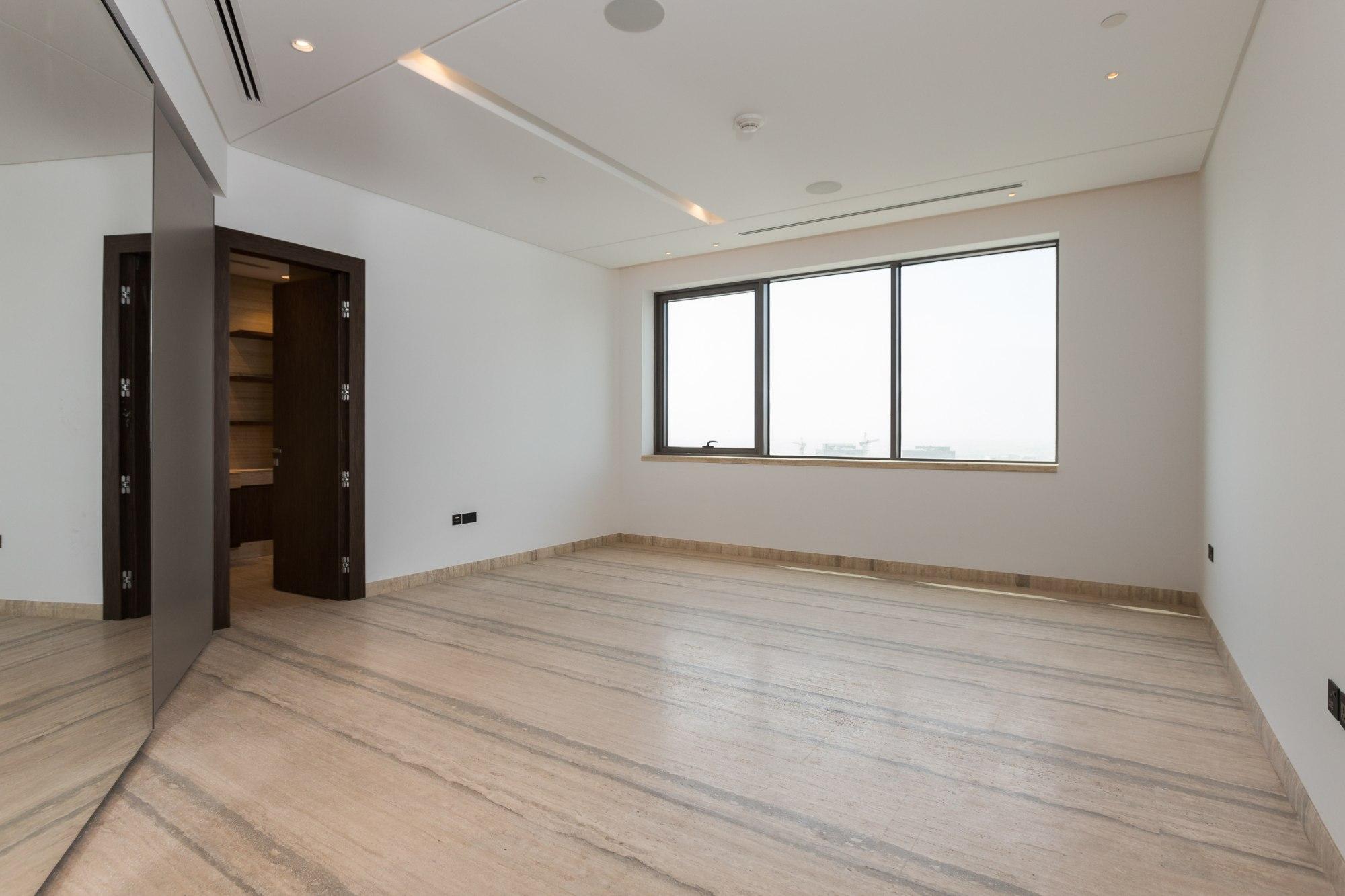 Unique Full Floor   Unfurnished   High Floor