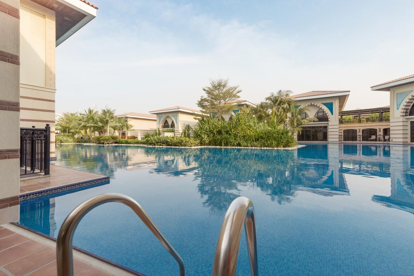 Gorgeous 5 Bedroom Villa with Lagoon View