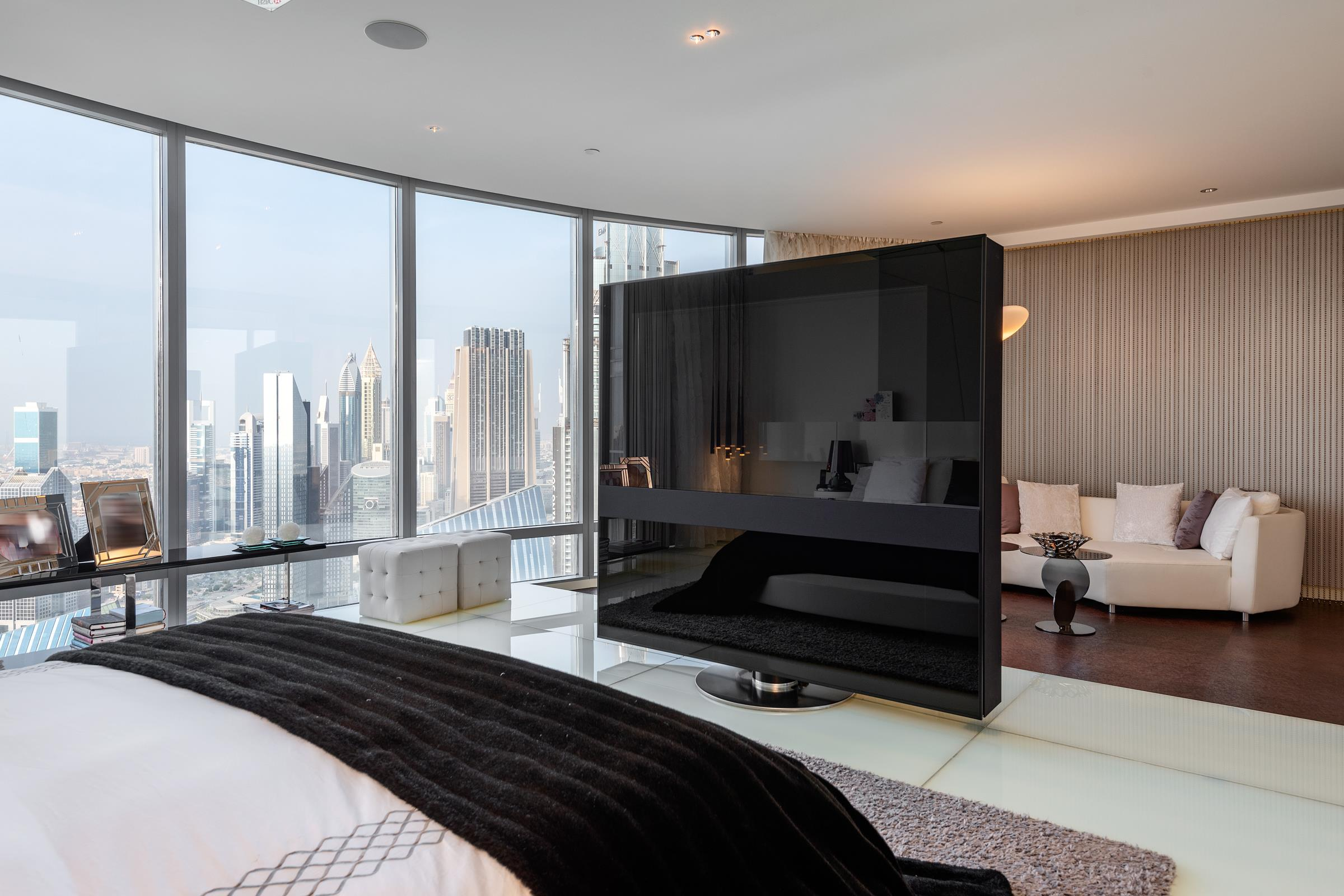 Penthouse with Terrace and Fountain Views