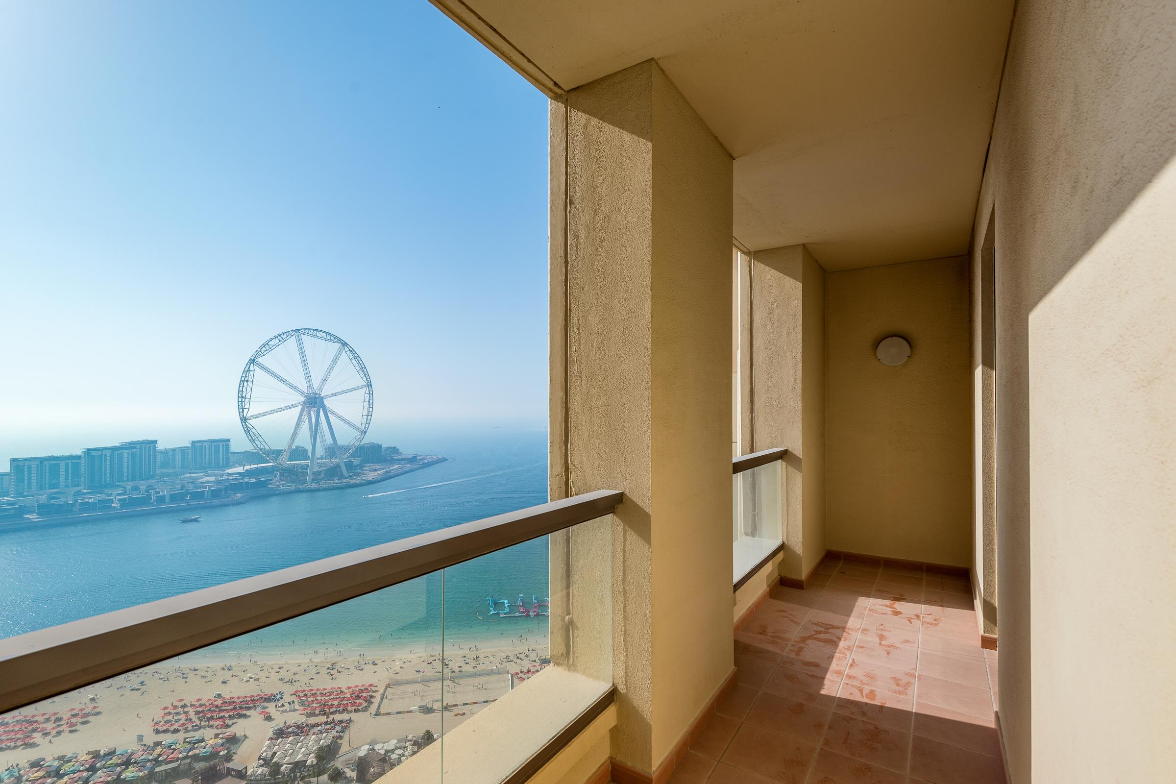 Large 3 Bed Apartment with Full Sea Views