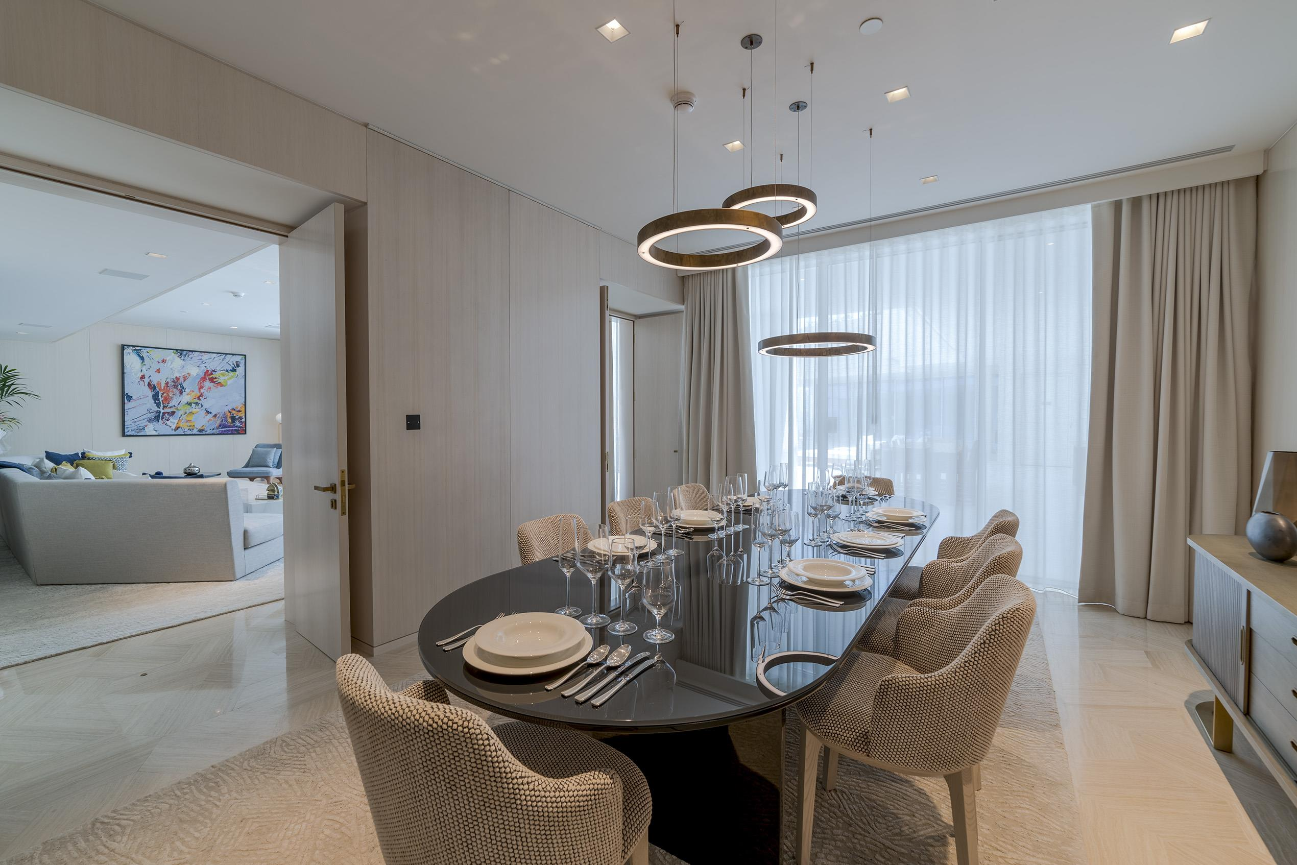 Contemporary 4 Bed Beach Penthouse, Palm