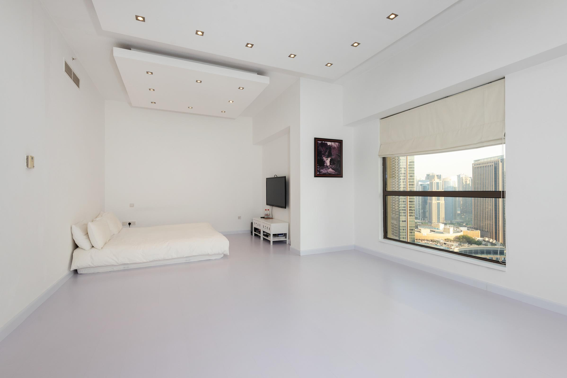 Vacant On Transfer 4 Beds Upgraded Unit