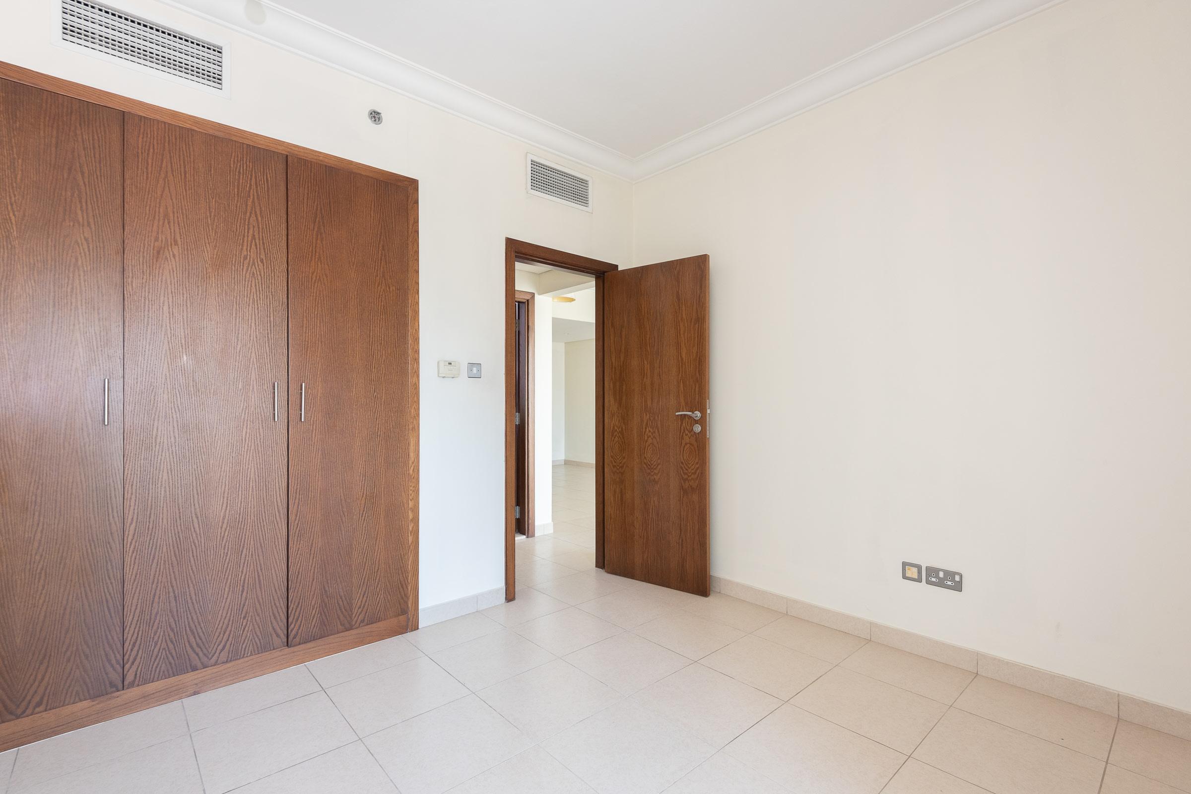 Vacant | Well Priced |  Immaculate 1 Bed