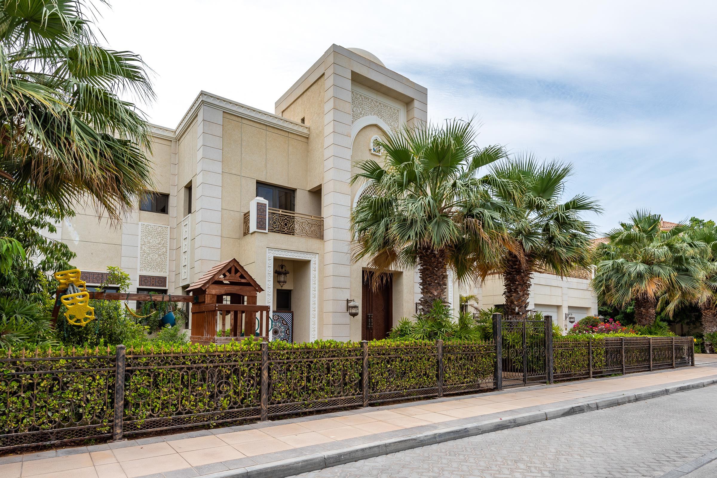 Exclusive Arabic Grand Courtyard Signature Villa