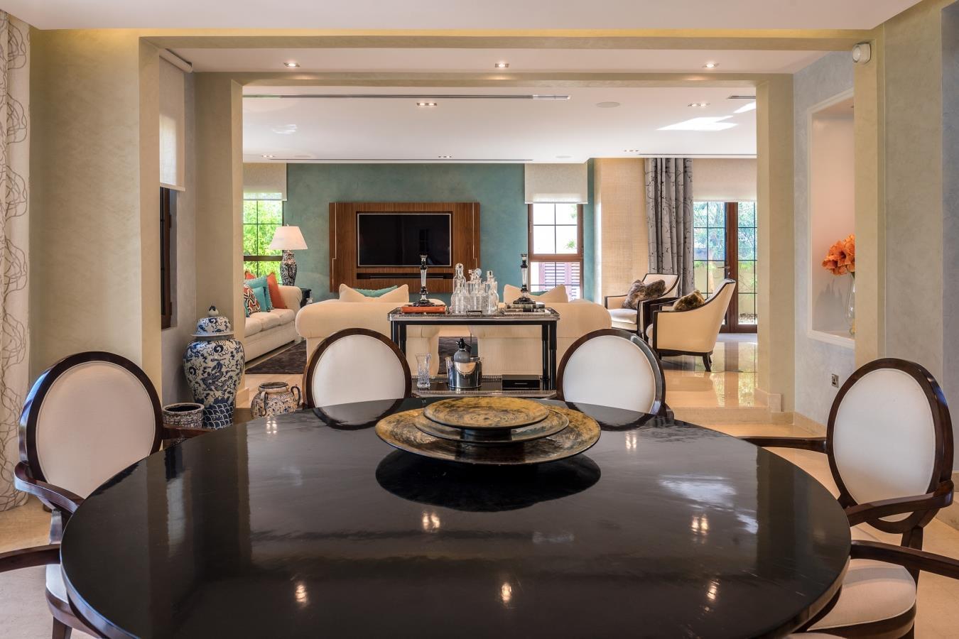 Beautifully Upgraded 5 Bedroom Tarragona