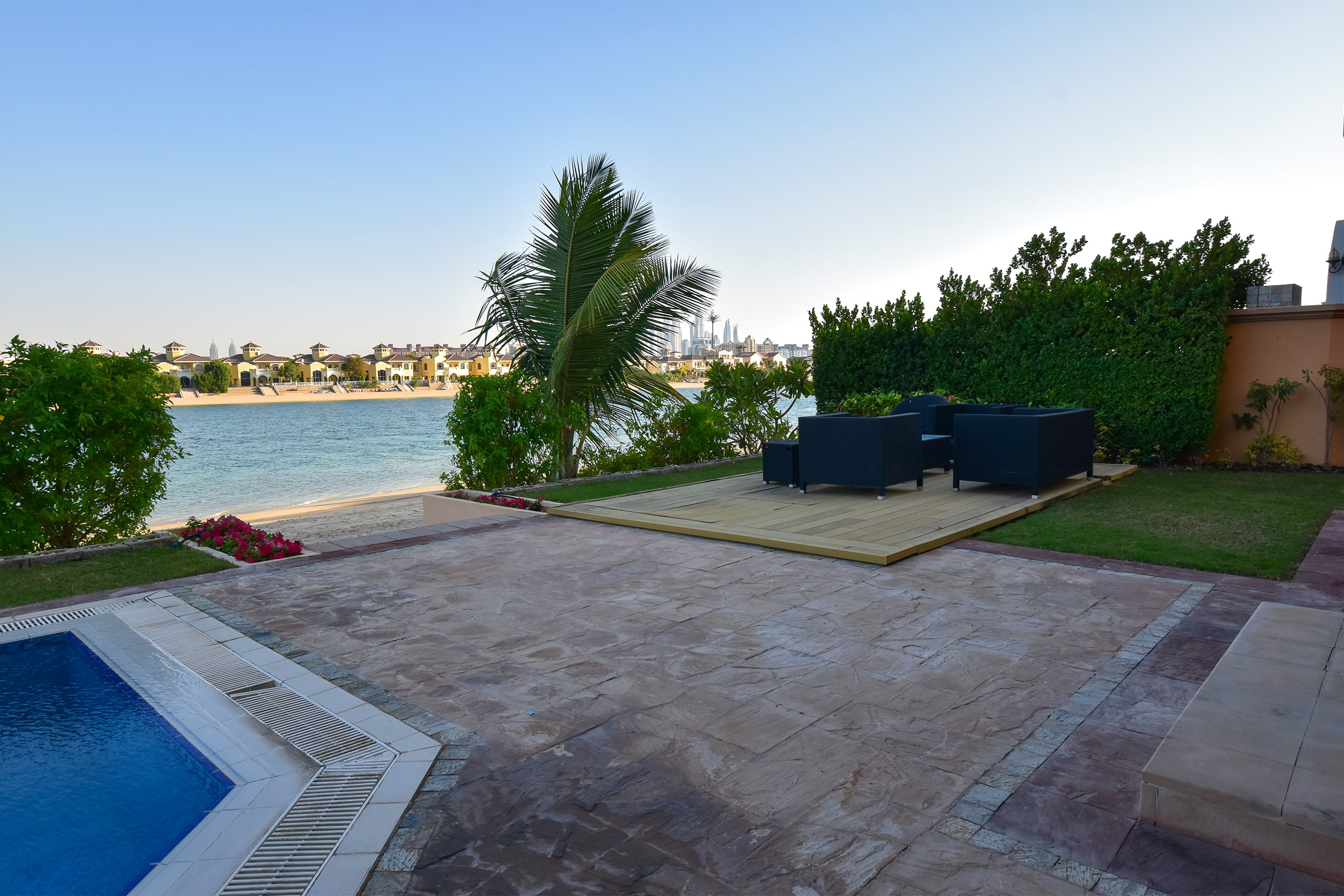 Stunning 5 Bedroom|Private beach| Vacant