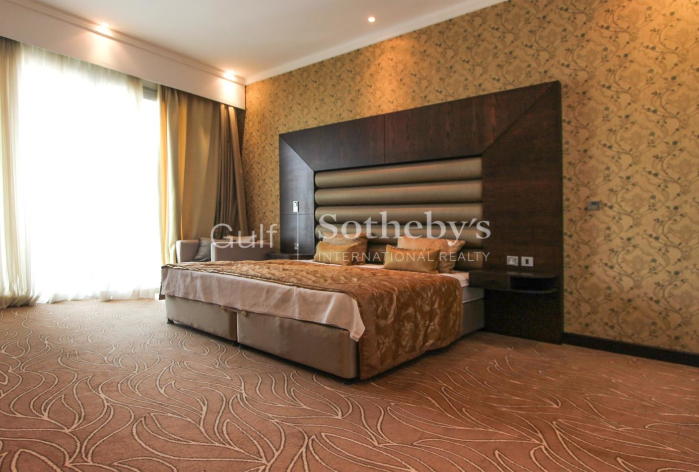 Spacious   Two Bed   Sea View   Vacant