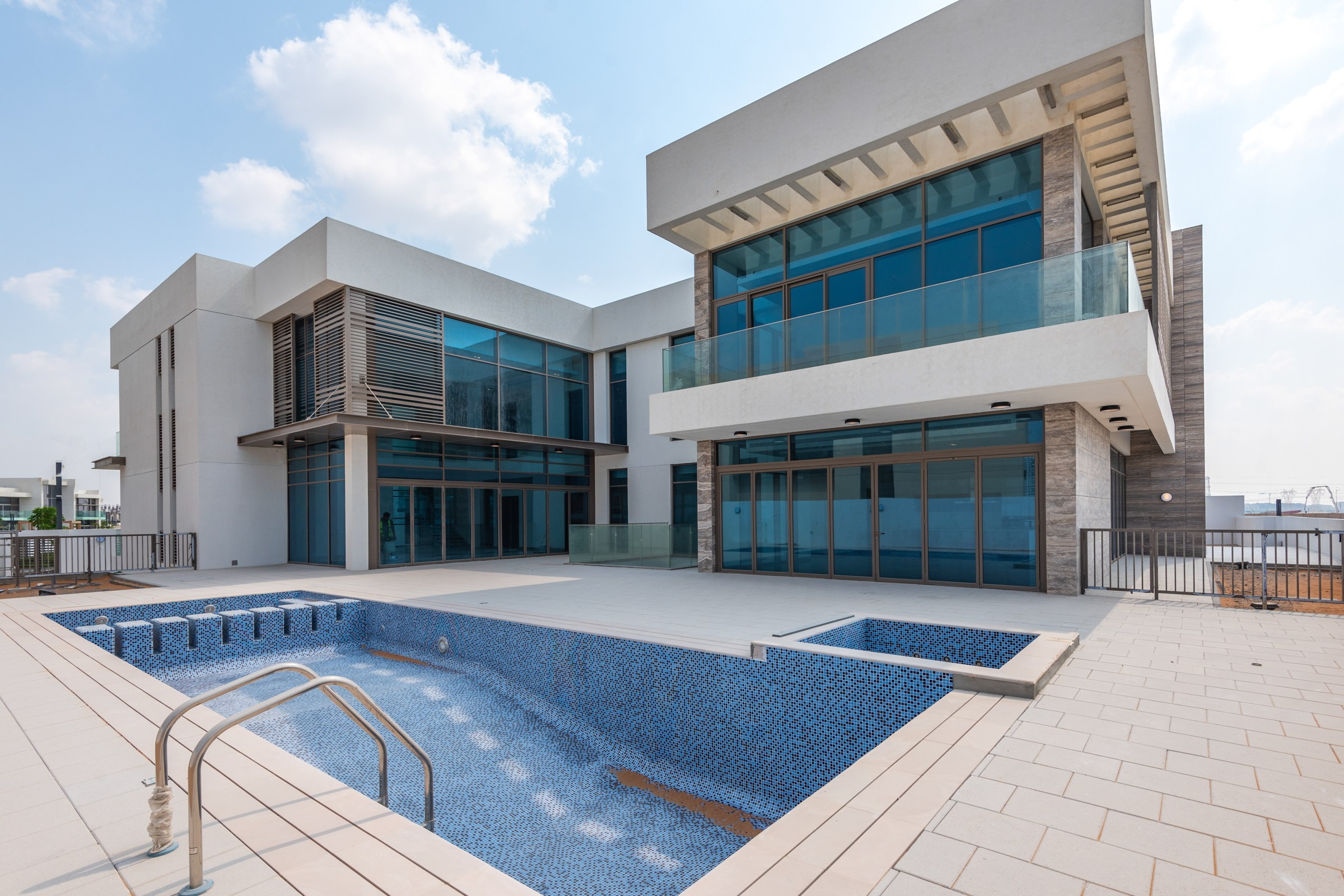 Dream Mansion in Crystal Lagoon   MBR
