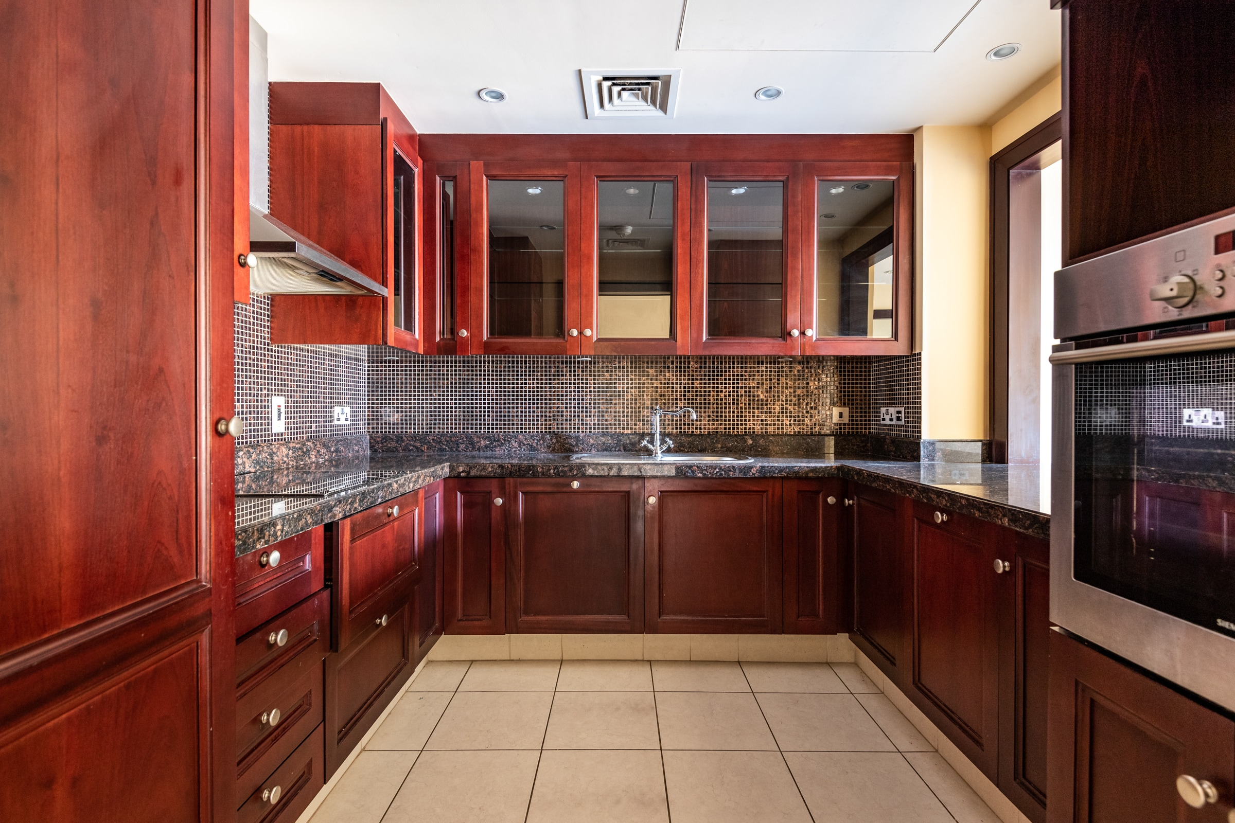 Well Priced One Bed Apartment  Yansoon 6