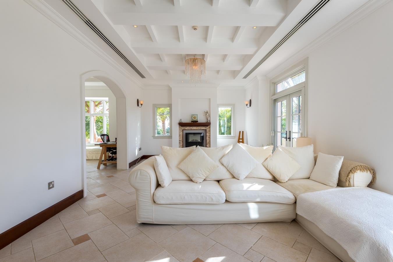 Extraordinary 5 Bedroom Augusta Villa