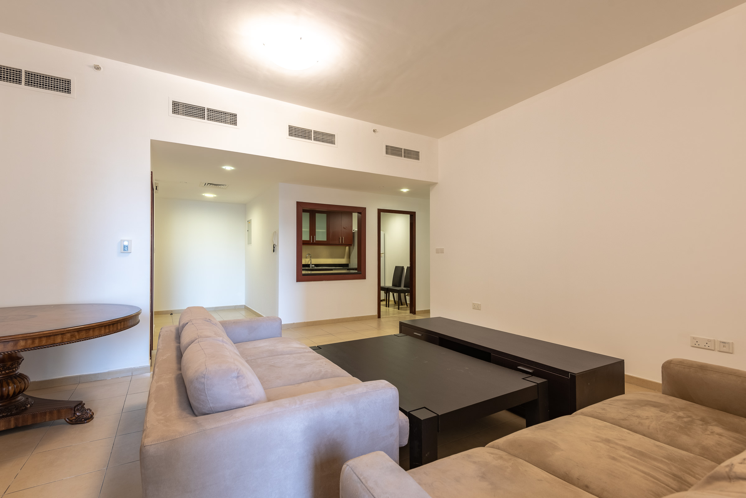Big Layout Clean and Cozy Apartment