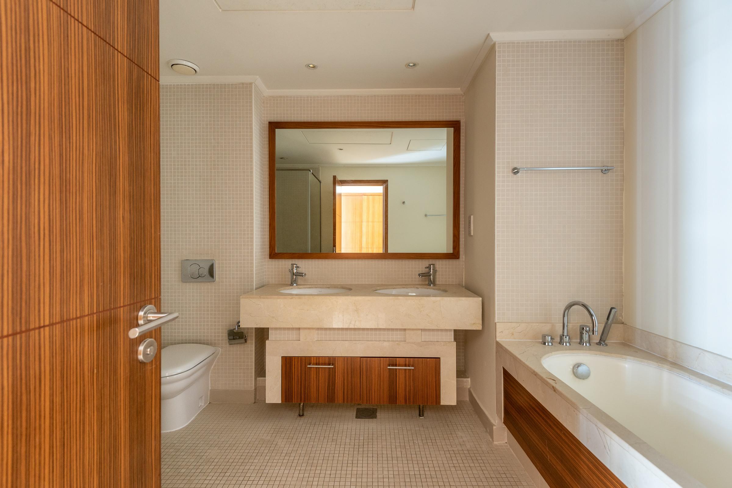 Great Layout I 2 Bedroom I Marina Views