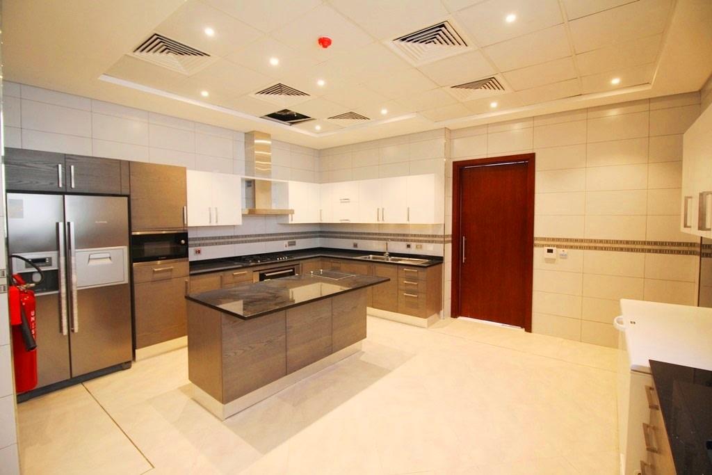 New Custom Built  5BR villa TIP location