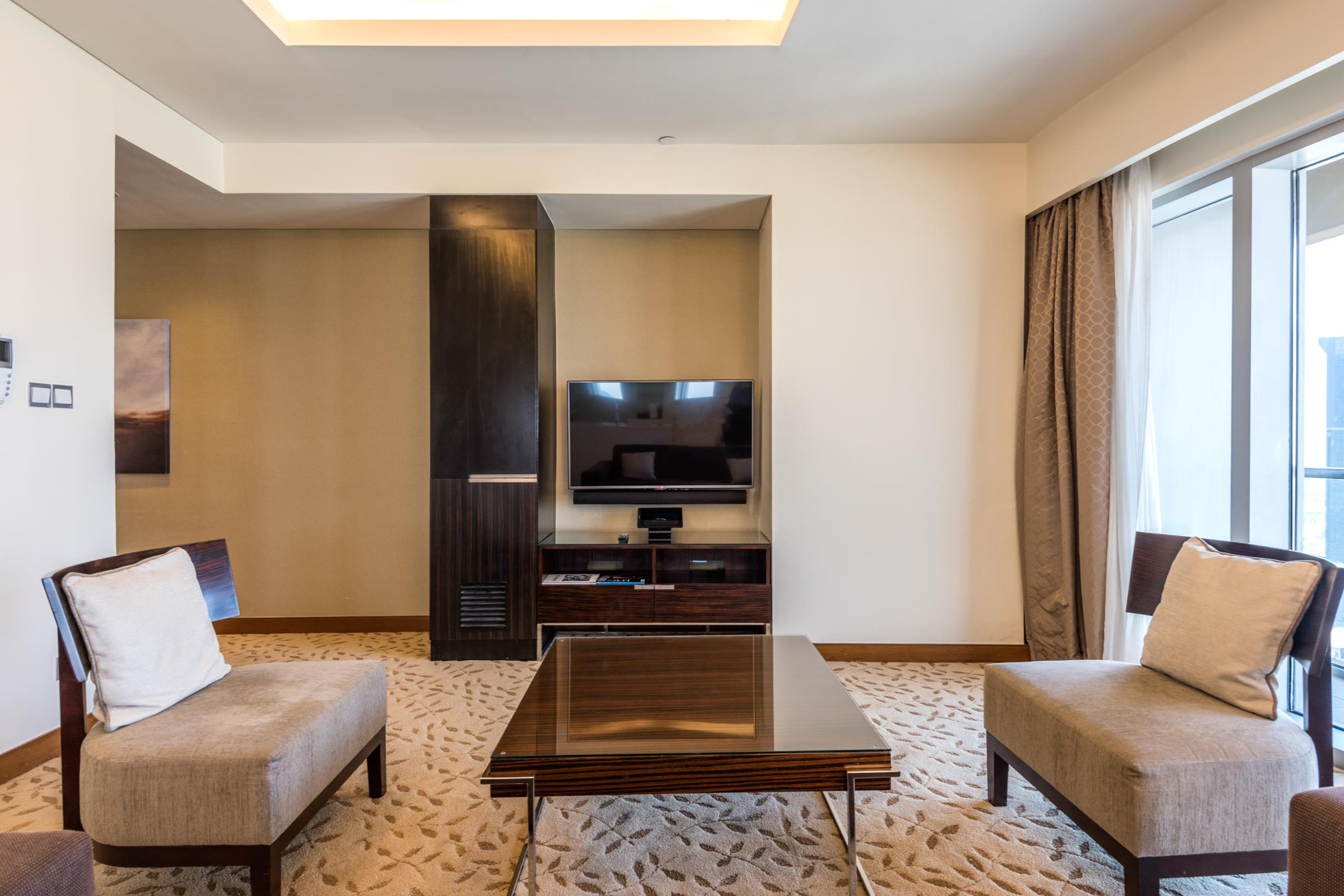 Hotel Pool Address Dubai Mall Investment