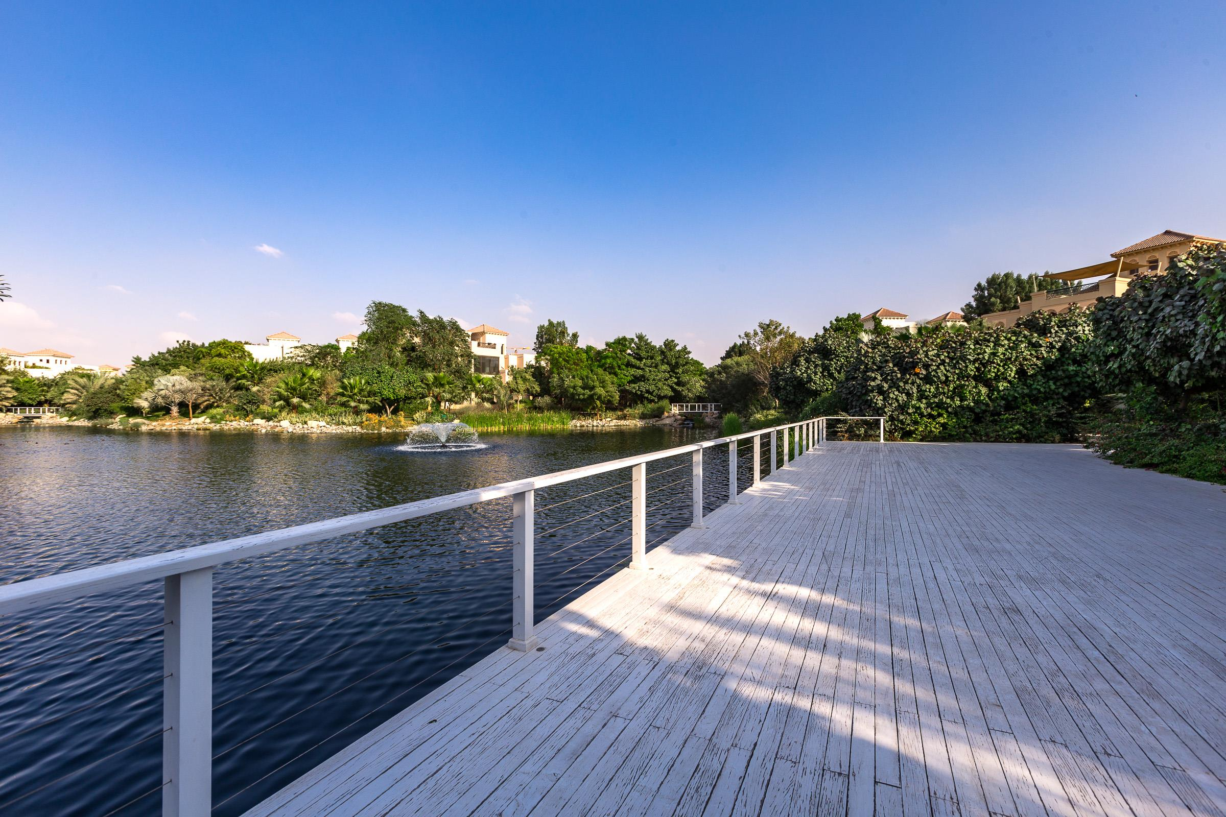Well Maintained Camellia Home on the Lake