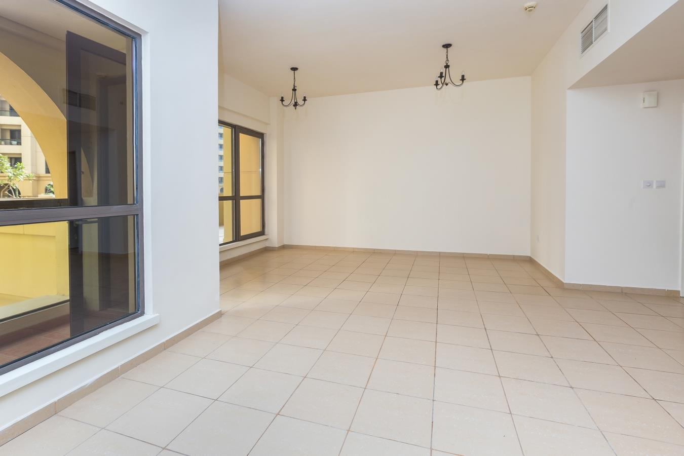 Large 3 Bedroom Apartment with Pool View