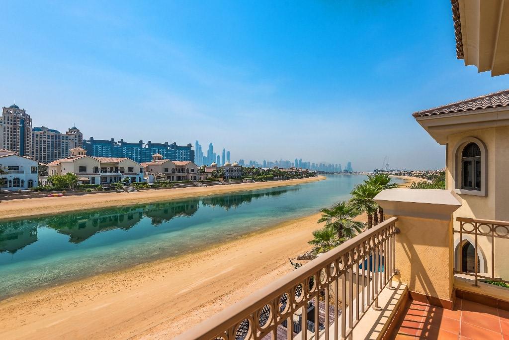 Beachfront Garden Home Villa Marina View