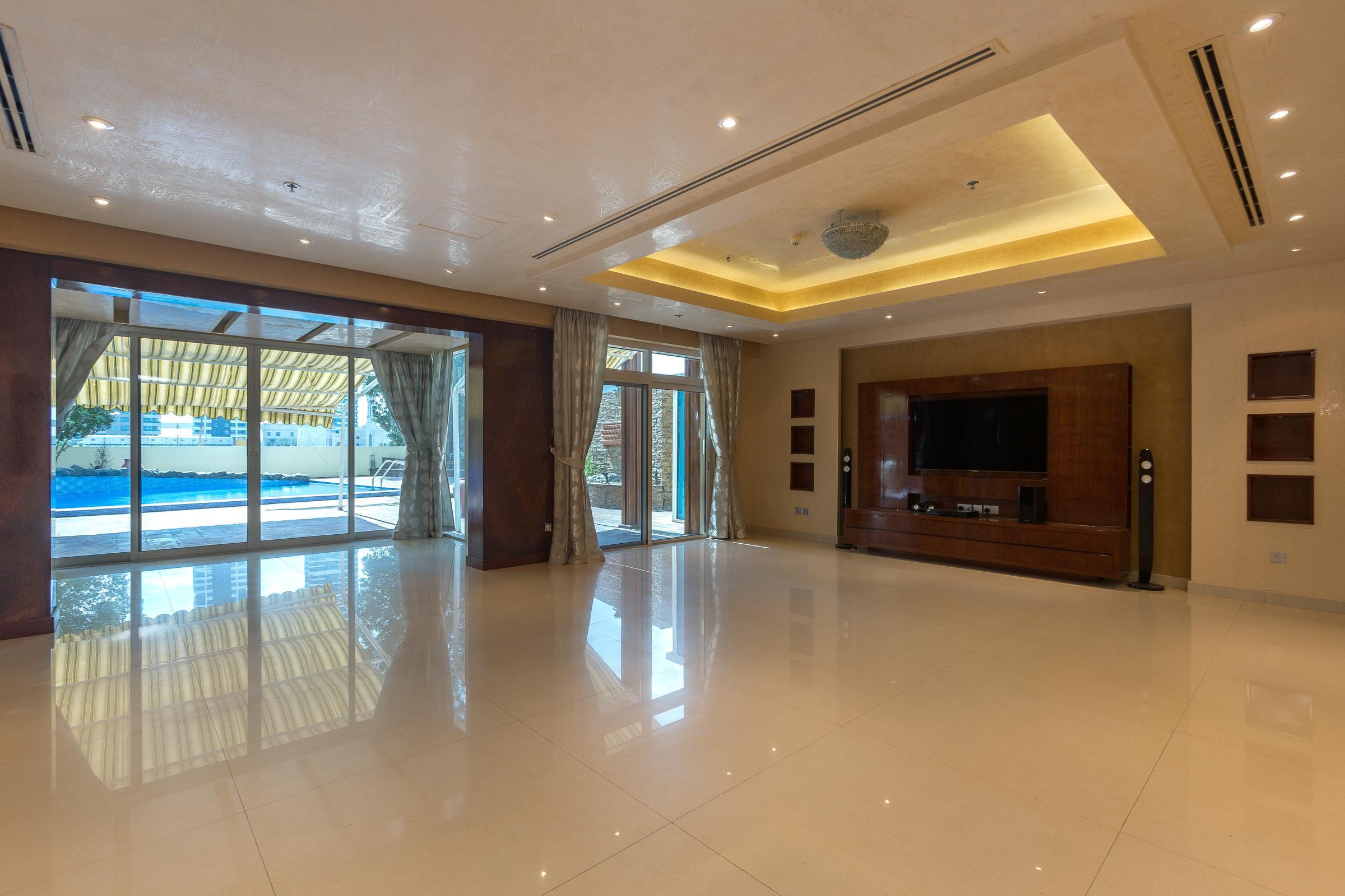 Upgraded Triplex villa 3 BR Dubai Marina