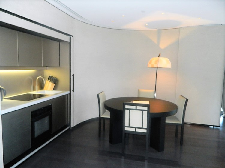 DIFC View   High Floor   1 Bed Plus Study
