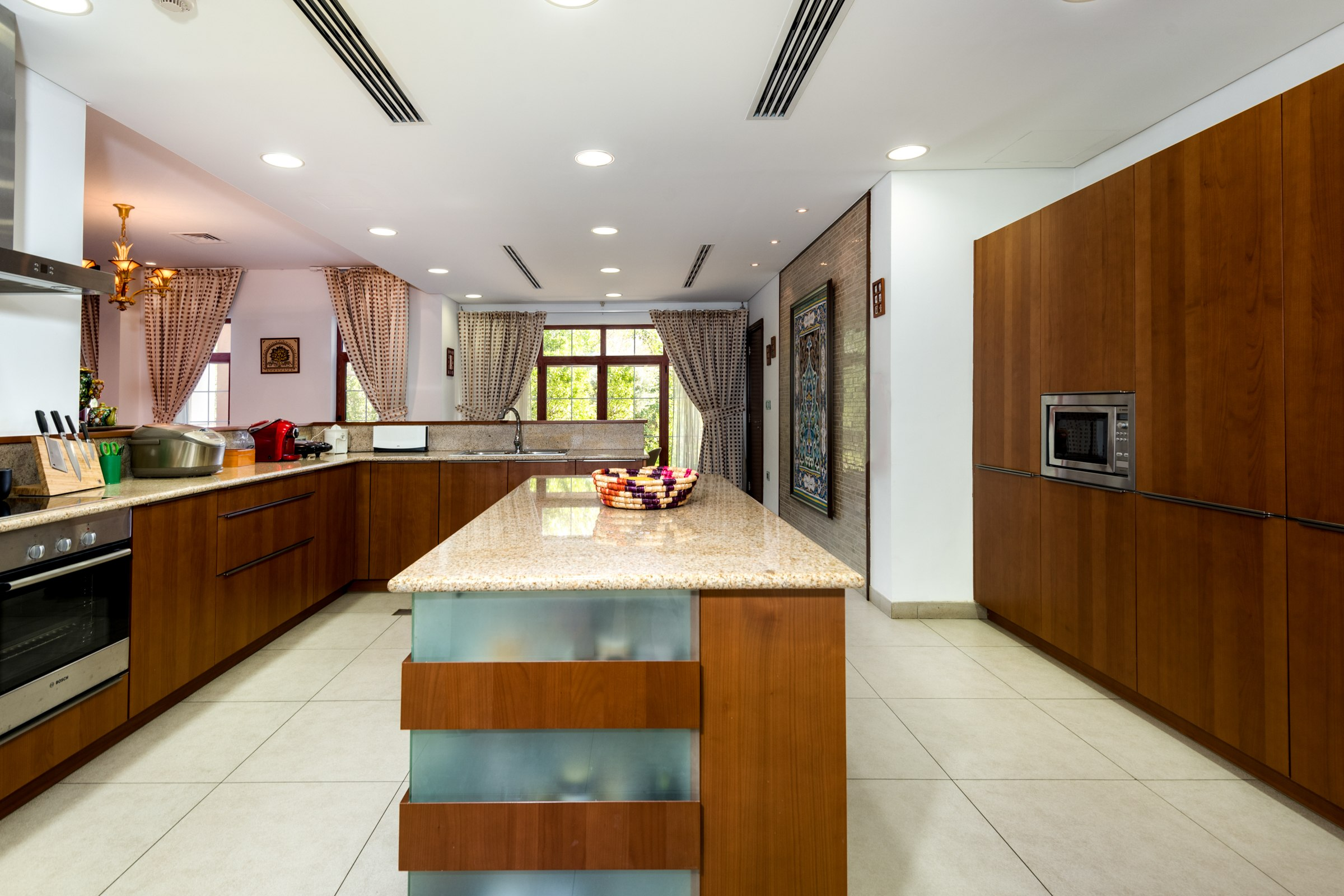 Elegant 5 Bed Mansion in Jumeirah Island