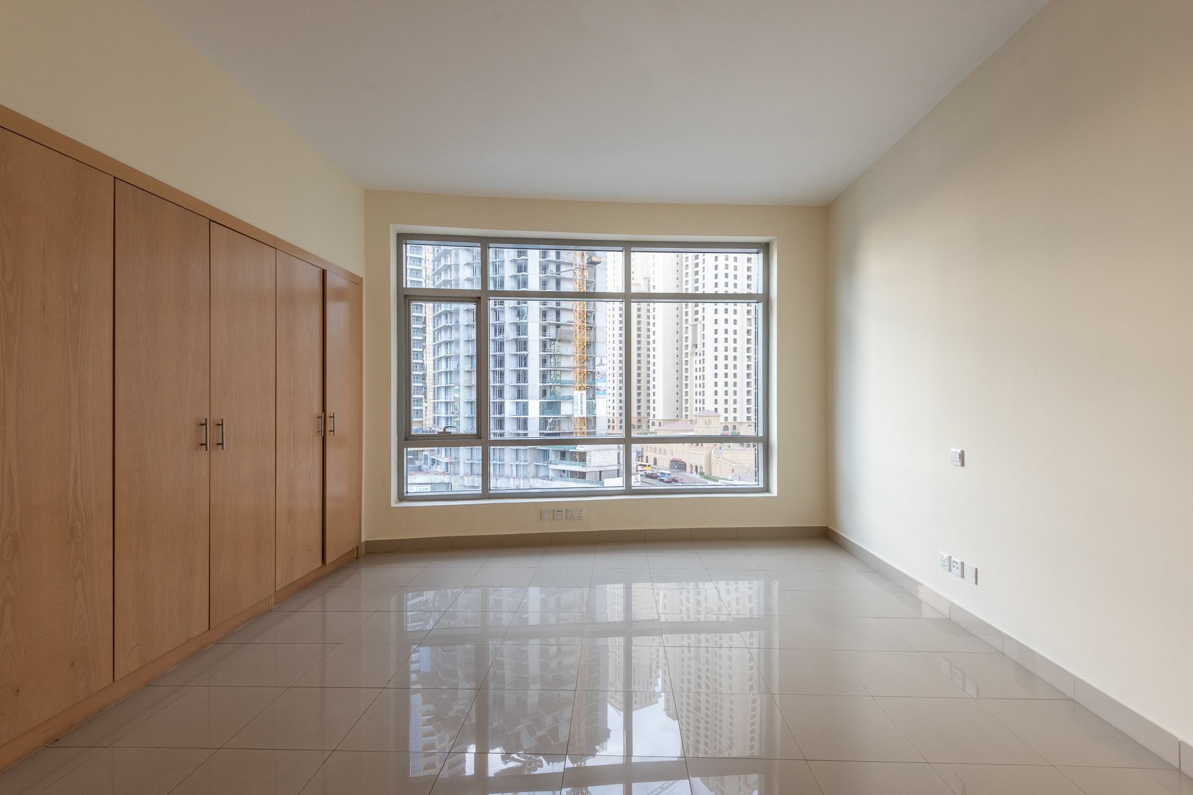 Newly listed Bright 2 Bedroom Marina View
