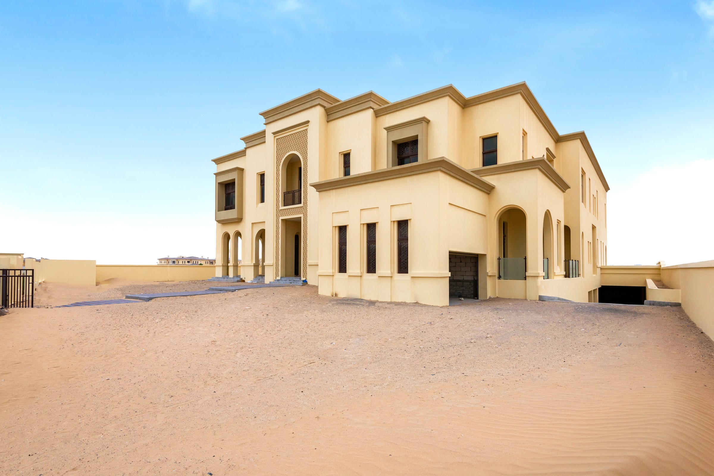 7 Bedroom Mansion   Easy to View