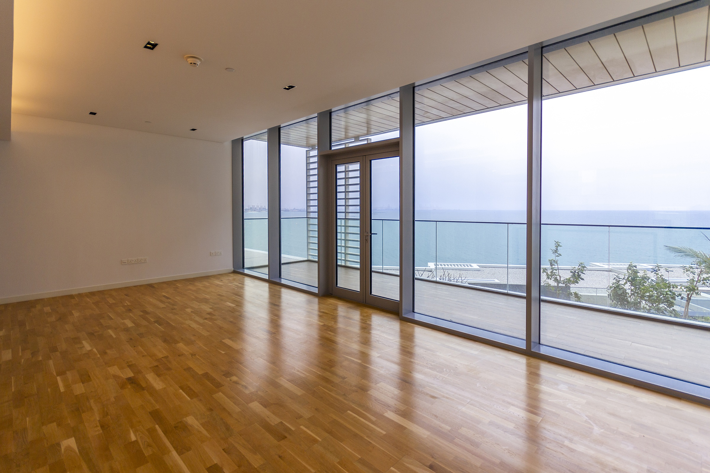 STUNNING 3 BED + MAID | Full Sea View