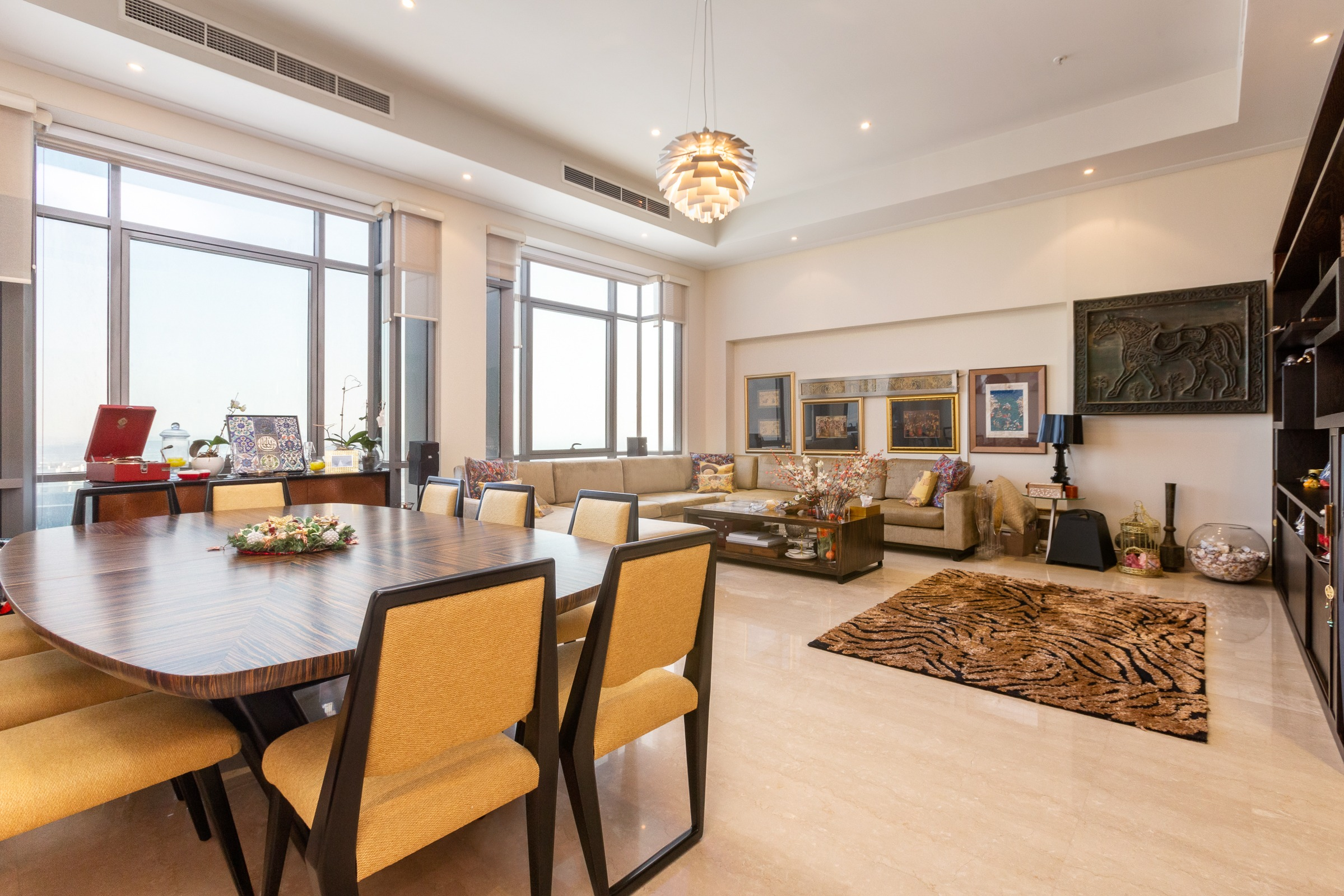 Three Bedroom Beautiful Penthouse in Downtown