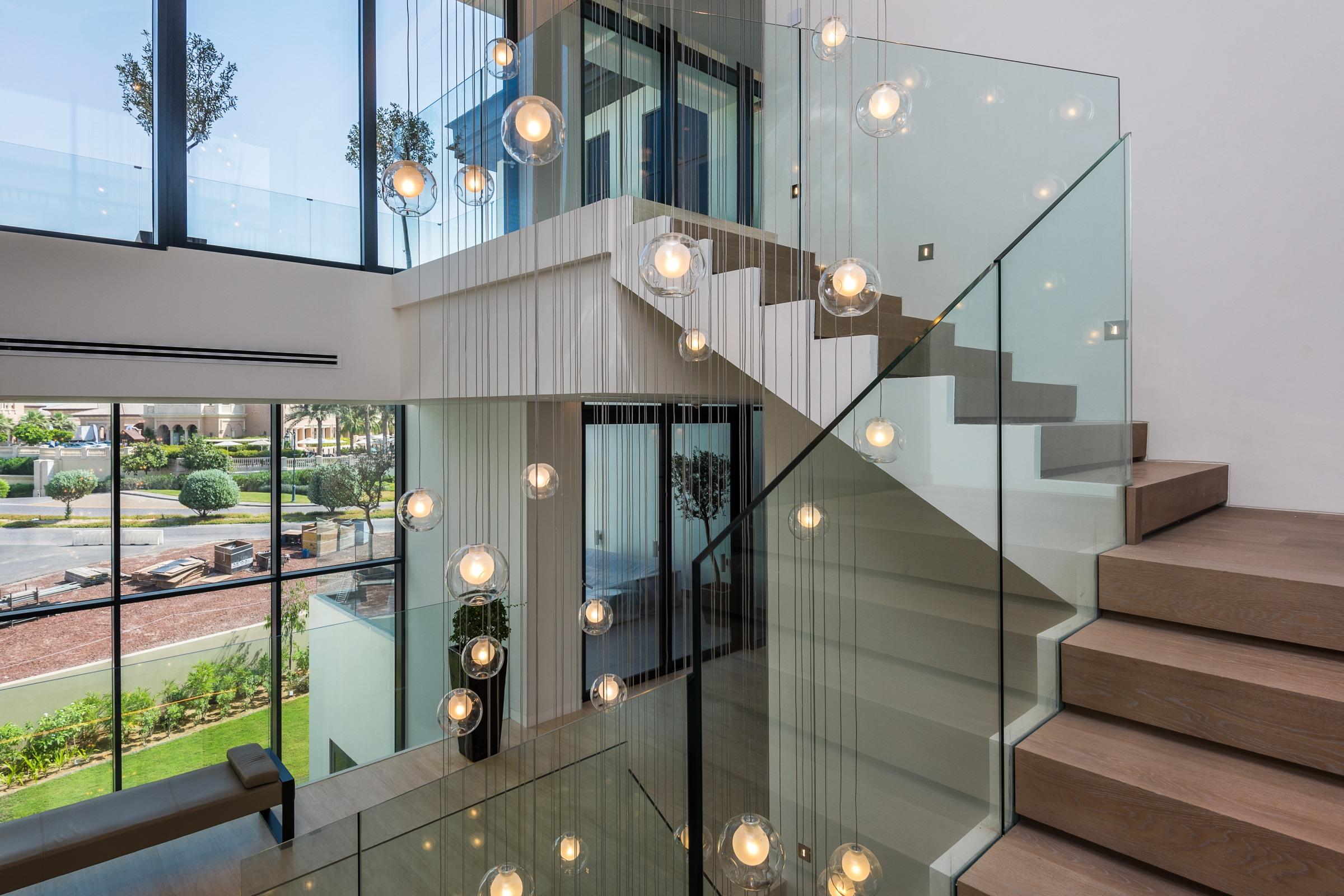 Exquisitely Finished Six bedroom villa Hillside