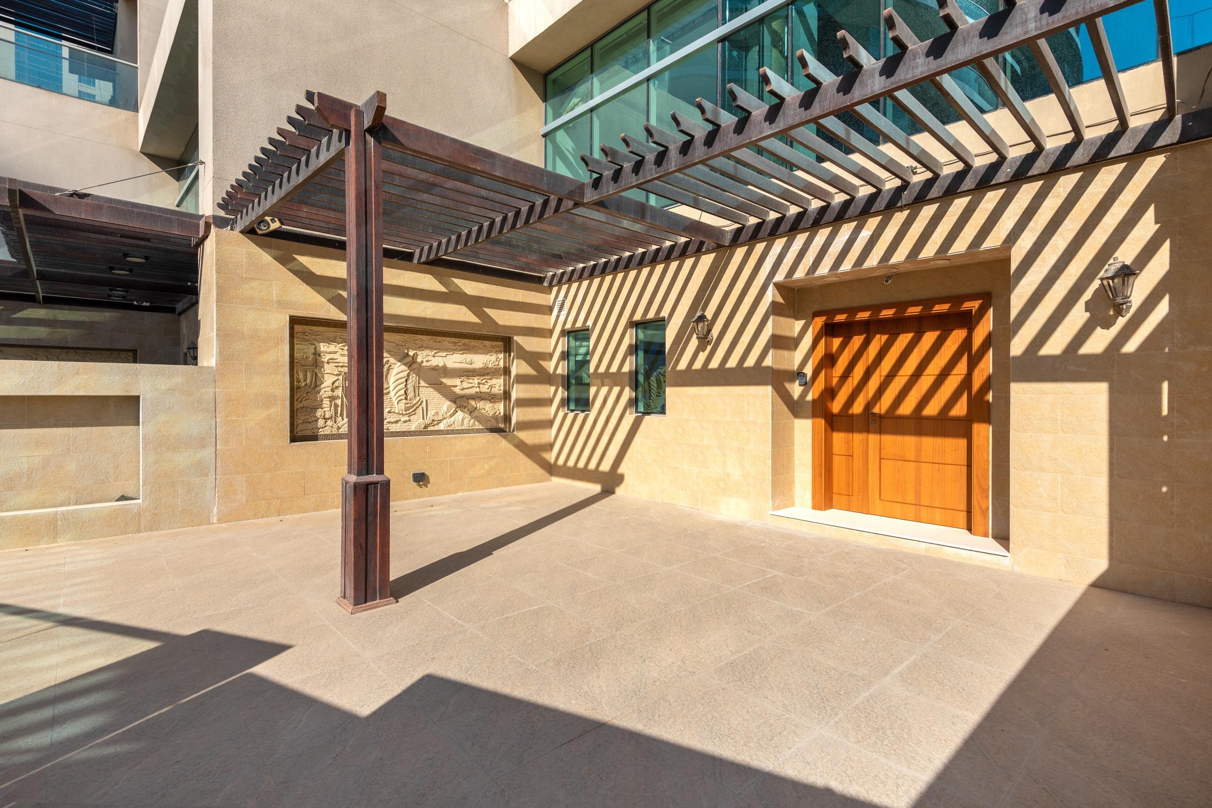 Upgraded 5 Bed Villa With Full Marina Views