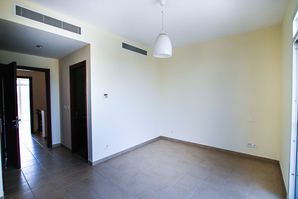 CLOSE TO POOL | WOODEN FLOORS | UPGRADED KITCHEN
